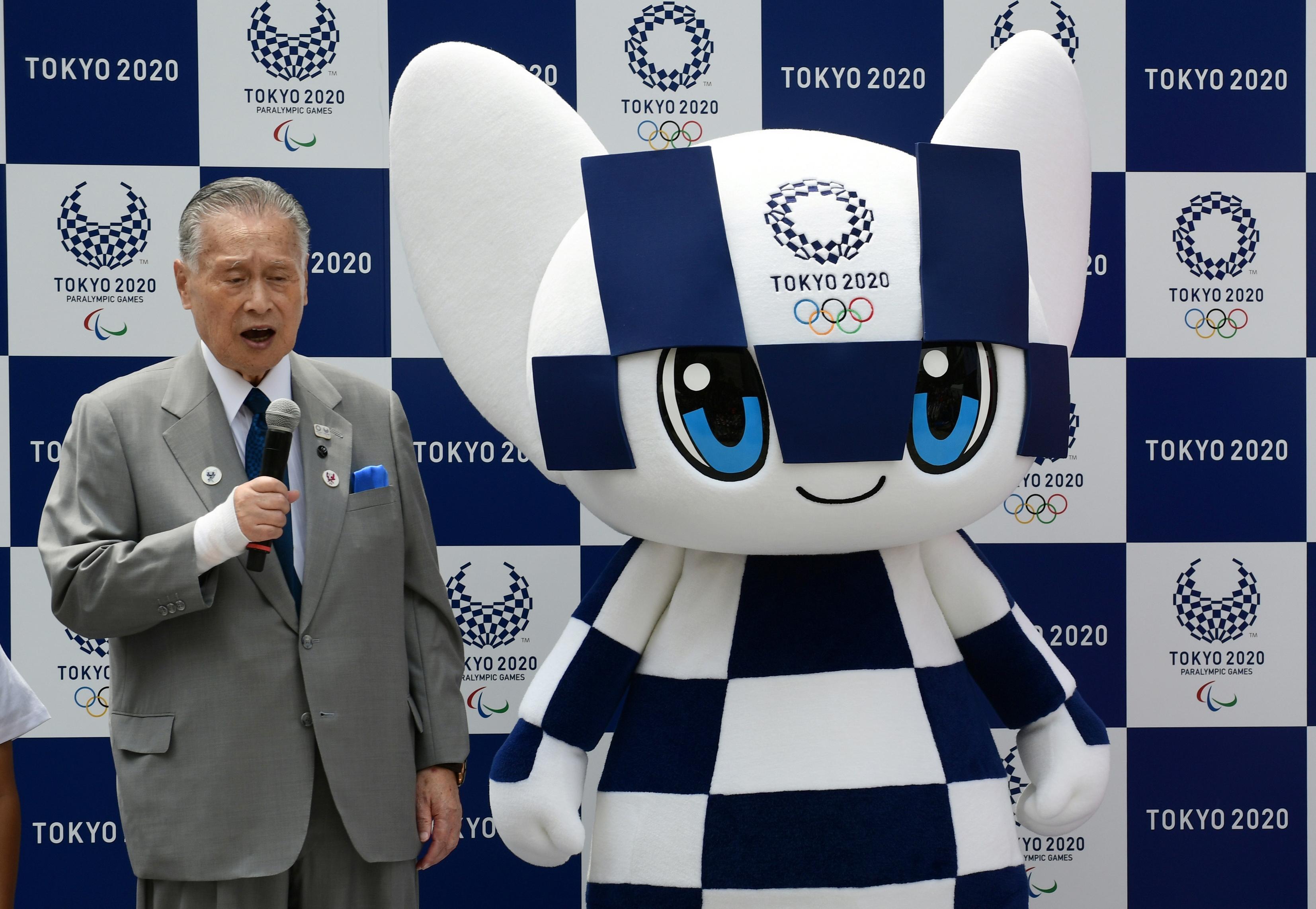 Az olimpia szervezőbizottságának elnöke nem akart senkit megsérteni, amikor azt mondta, bosszantja, ha az értékezleteken túl sokat beszélnek a nők