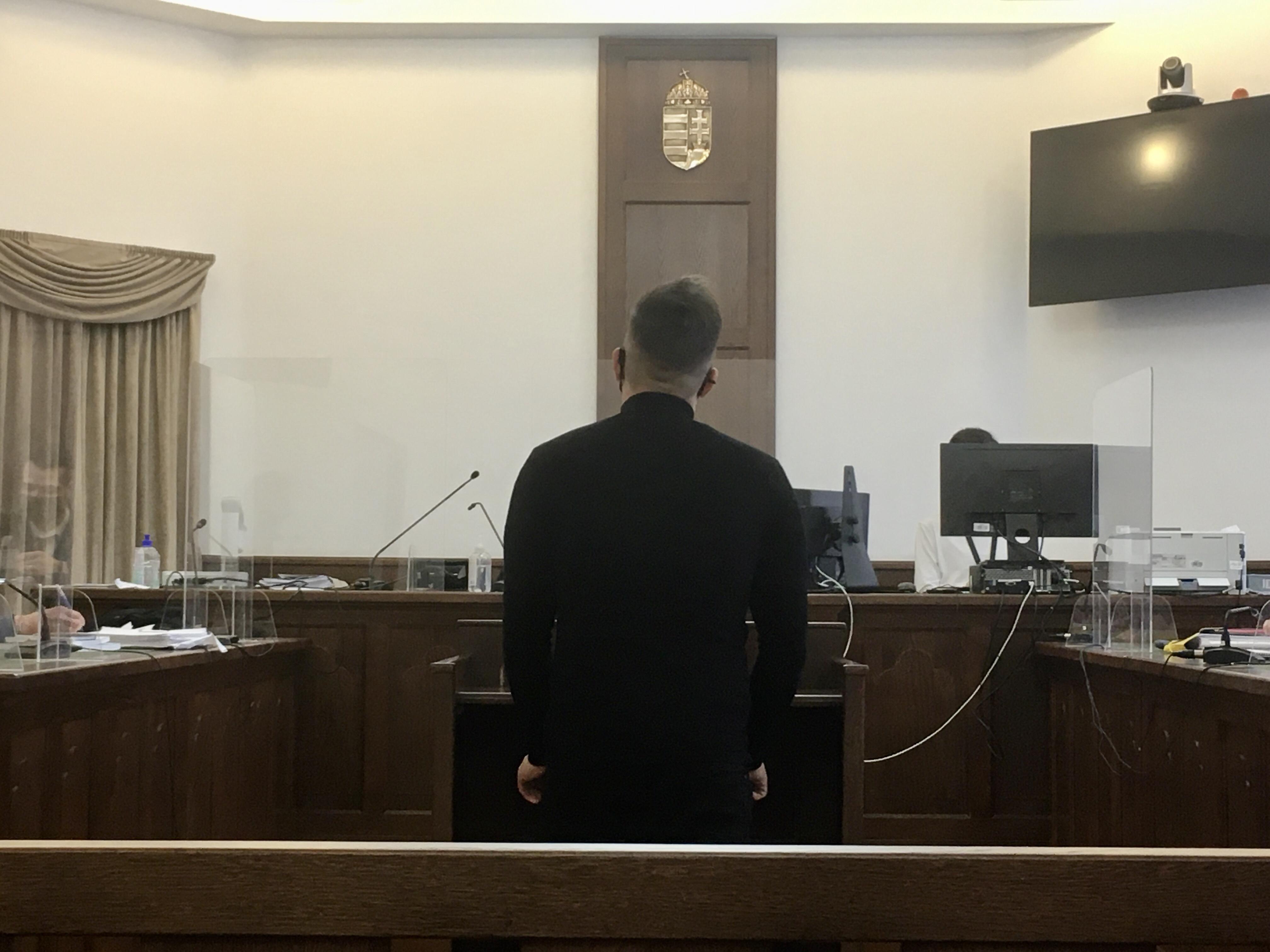 Nem ismerte el bűnösségét az egykori áldozat, akit katolikus vezetők vádolnak zaklatással
