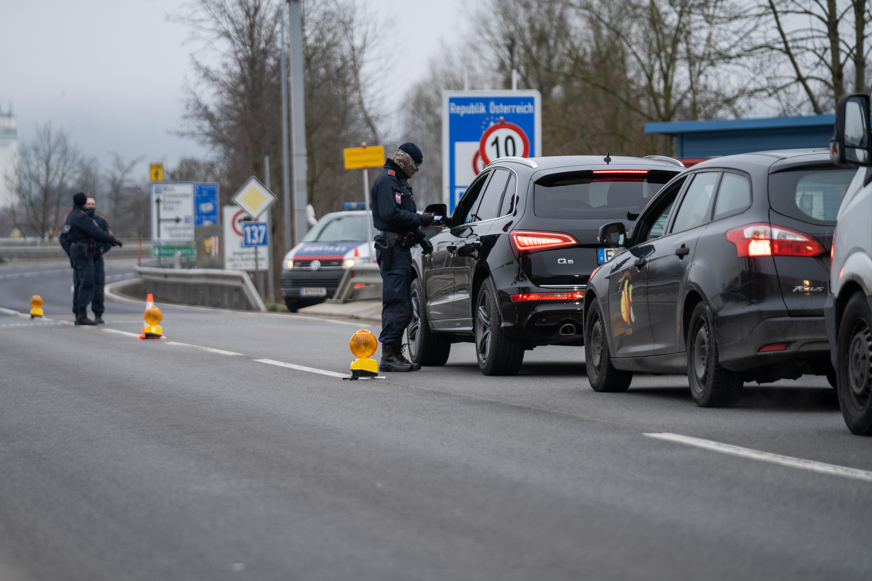 Szigorúbbak lesznek az ellenőrzések az osztrák határon