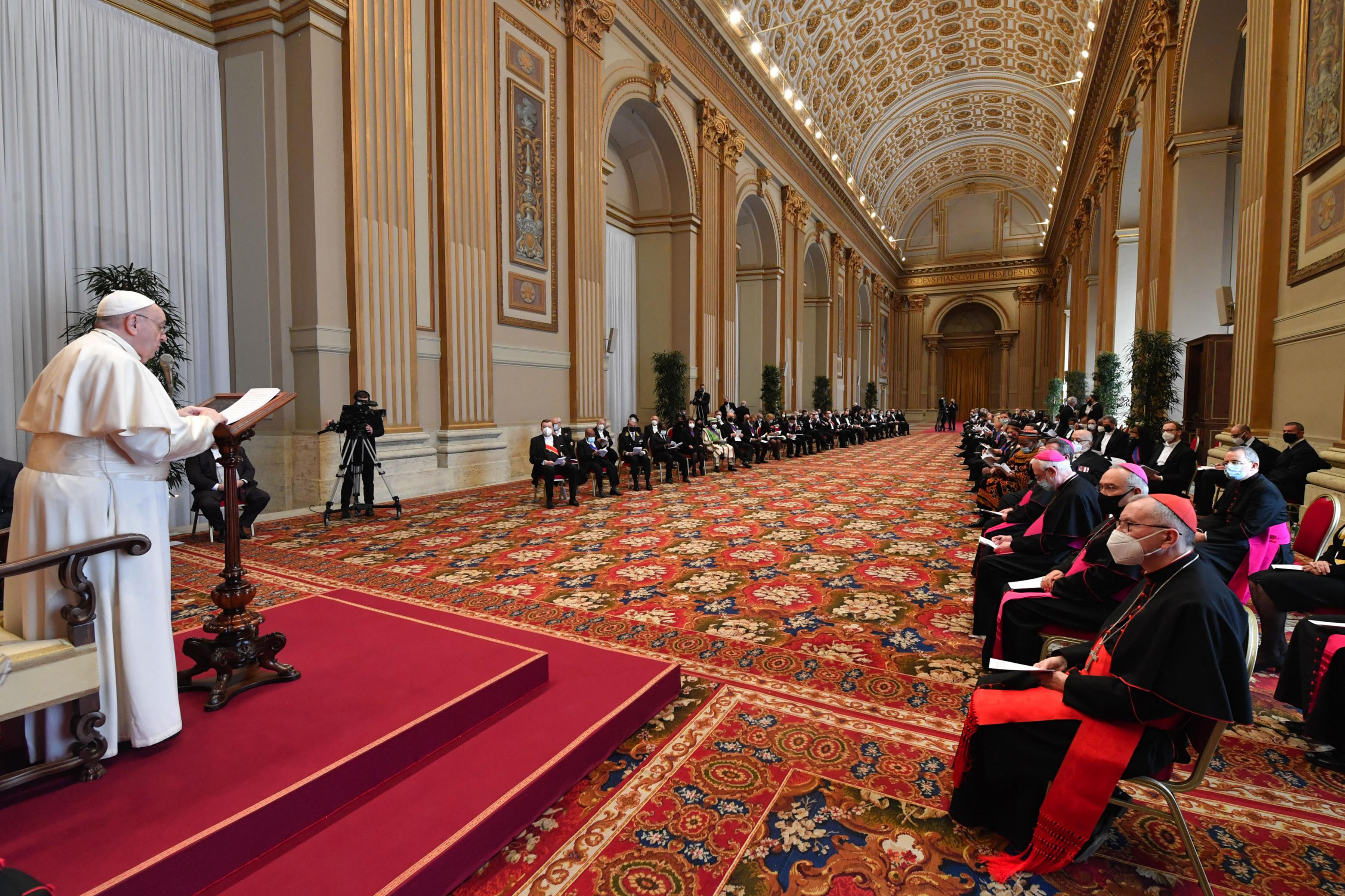Ferenc pápa felszólította a mianmari hadsereget, hogy térjen vissza a demokrácia útjára