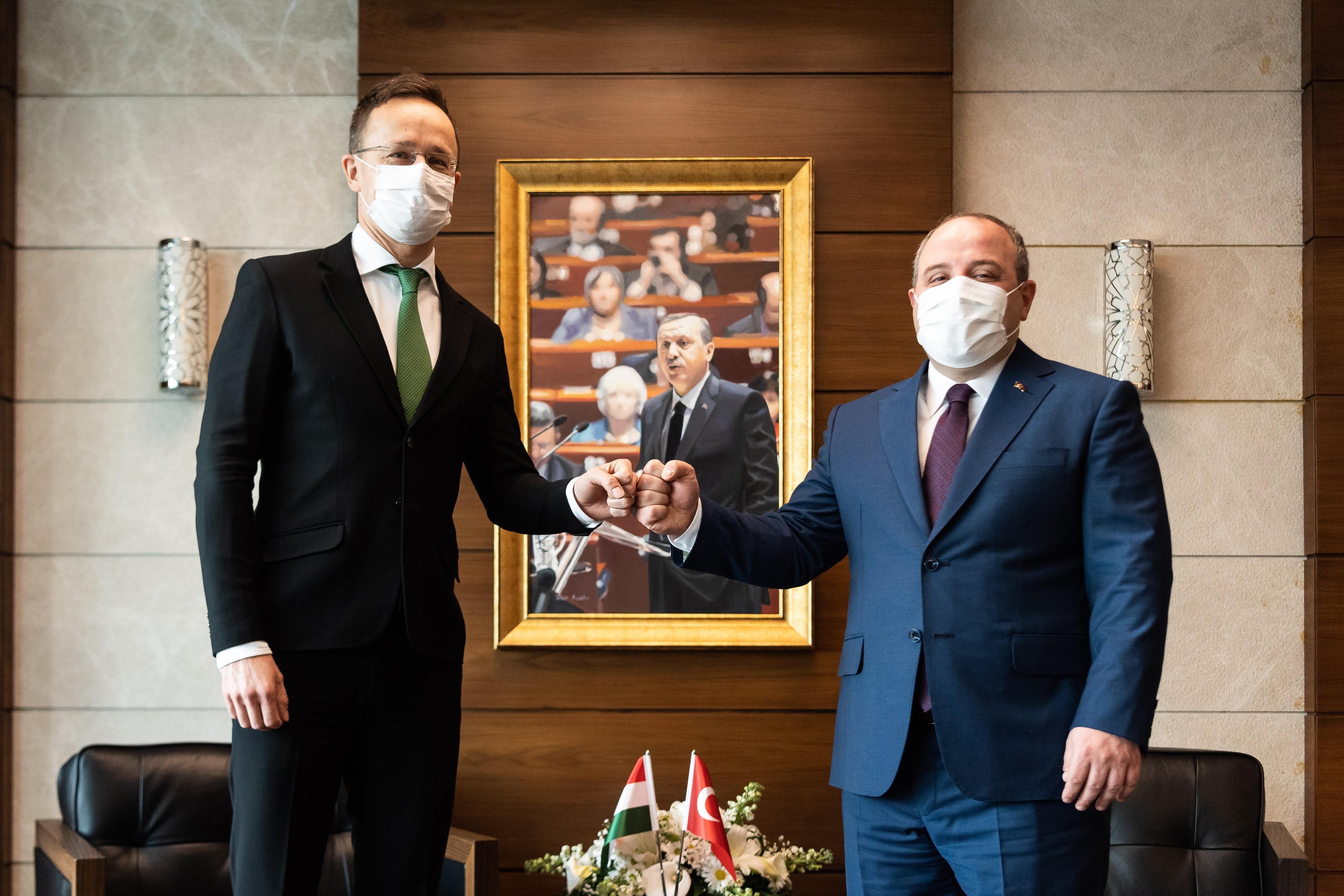 Szijjártó: Törökország örülne, ha Magyarország segítene a vakcinájuk tesztelésében