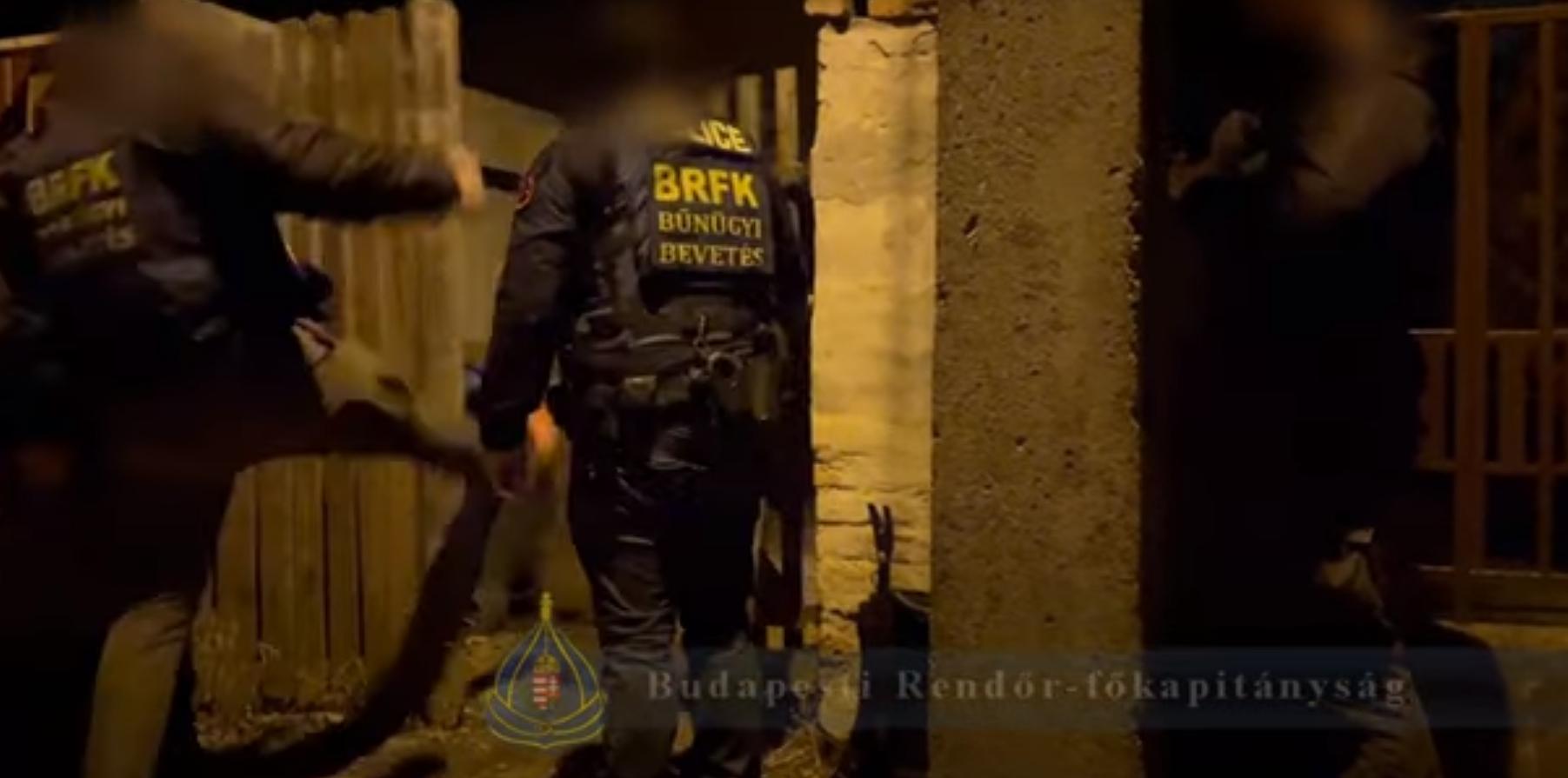 Banki ügyintéző segítségével csalt össze 80 millió forintot egy budapesti bűnszövetkezet