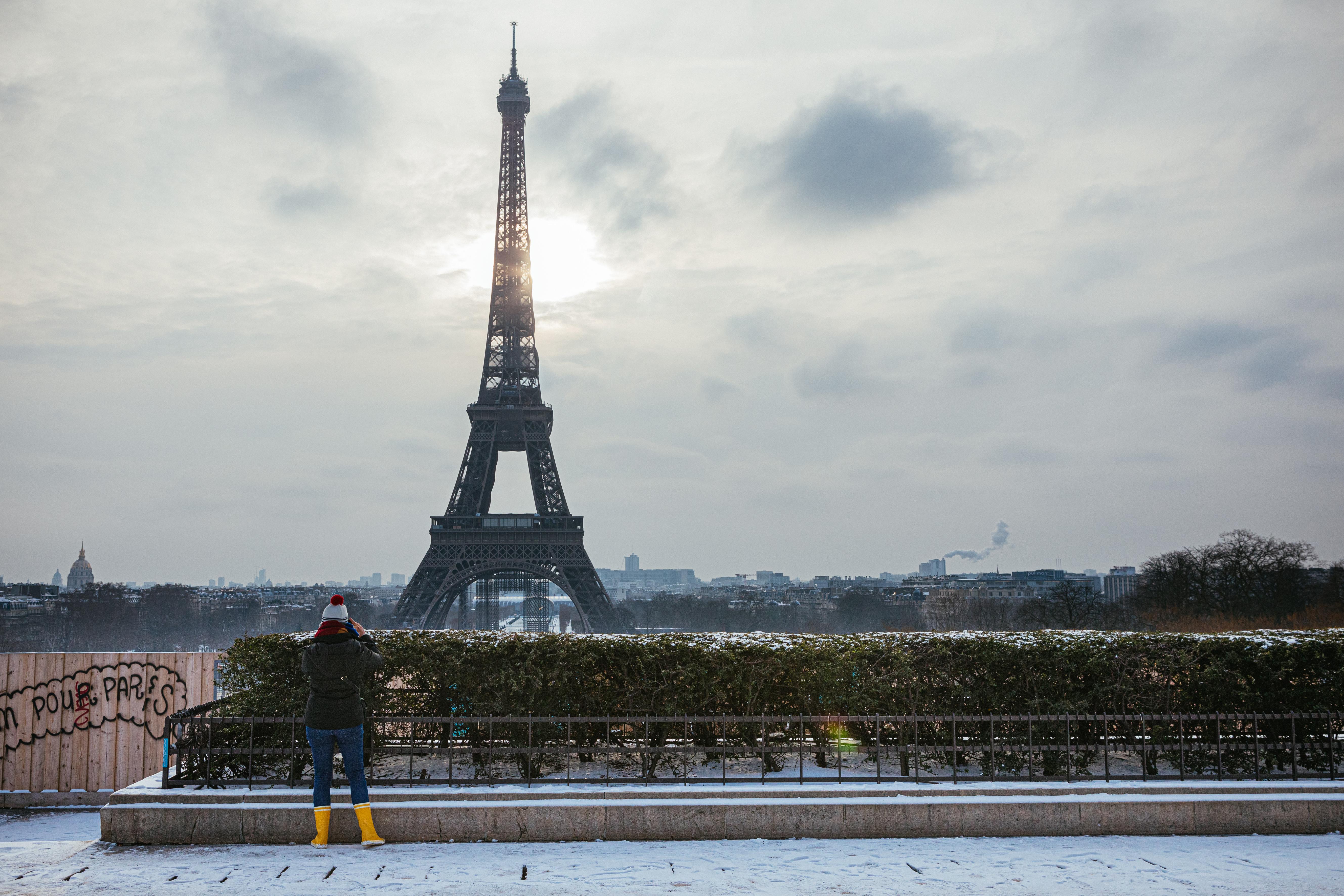 Részlegesen lezárják Párizst a megbetegedések növekedése miatt