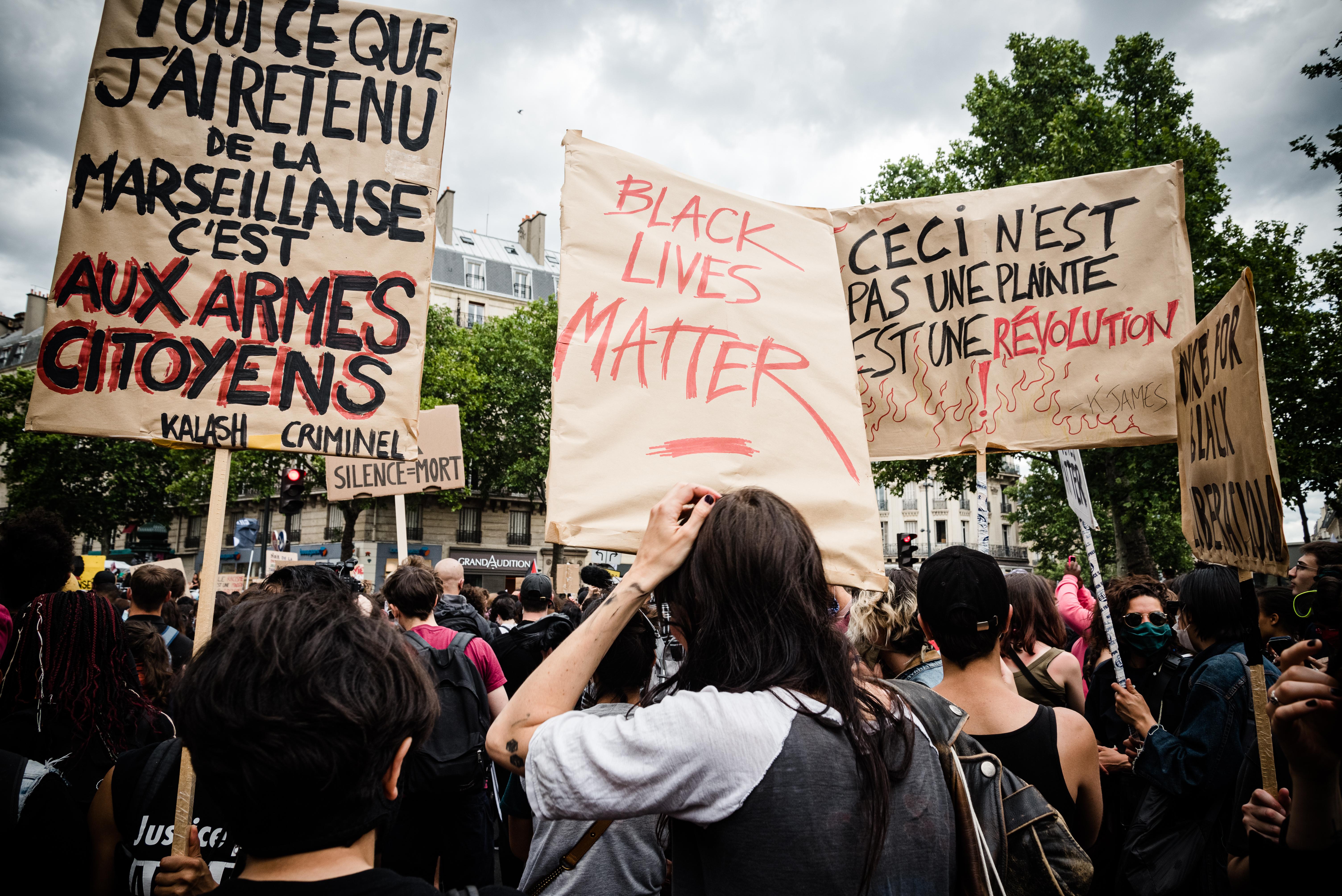 A progresszív, amerikai rassz-, gender- és posztkolonializmus-elméletek mételyétől retteg Franciaország szellemi elitje