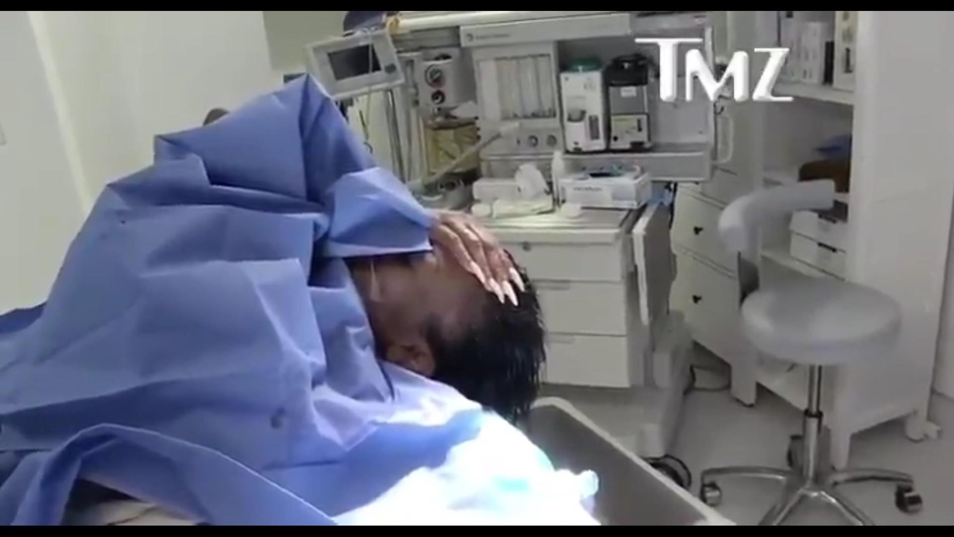 Négyórás beavatkozással sikerült eltávolítani a ragasztóburkot a tiktokker fejéről