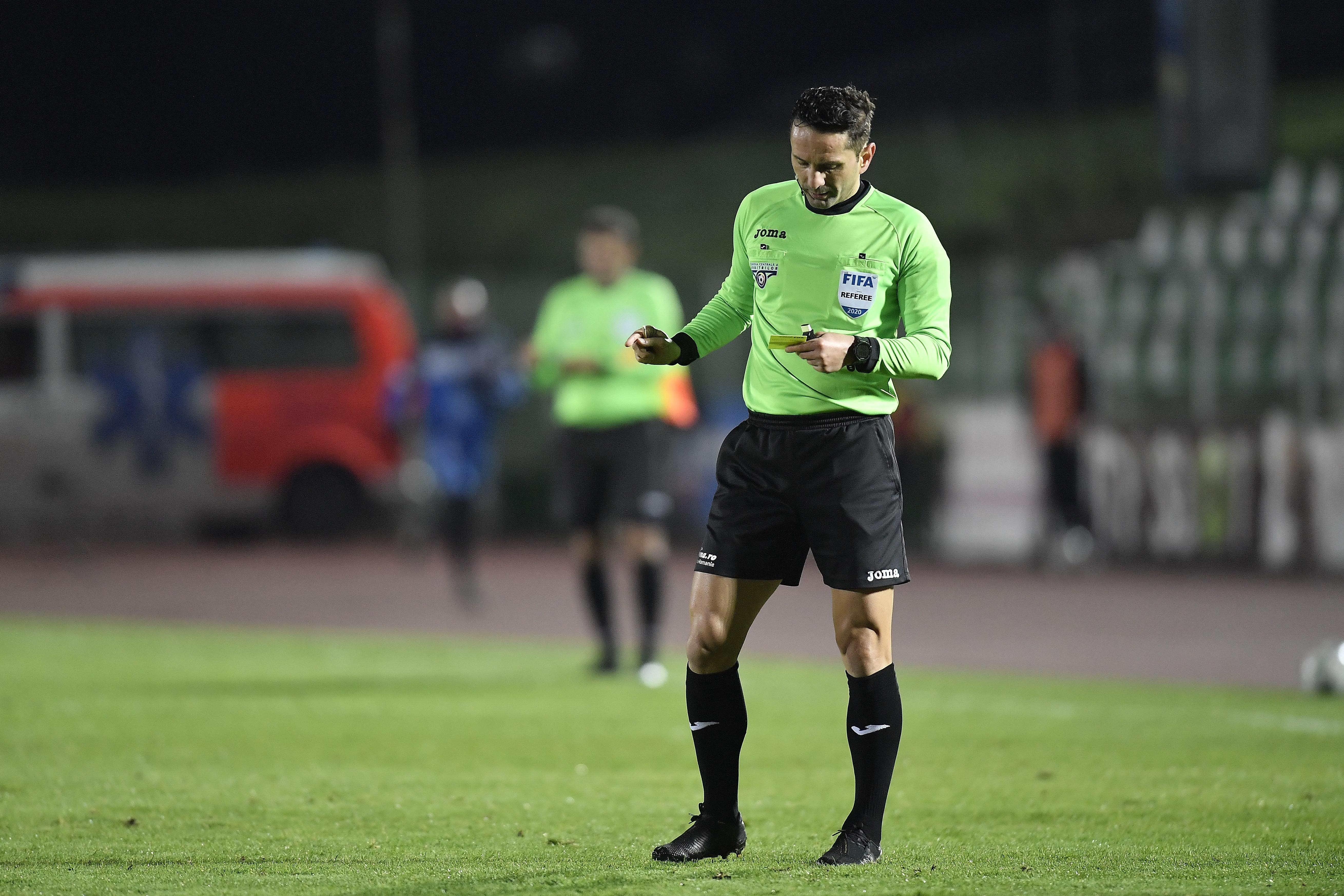 Nem bünteti meg a román bírót az UEFA, aki miatt félbeszakadt a PSG és a Basaksehir BL-meccse