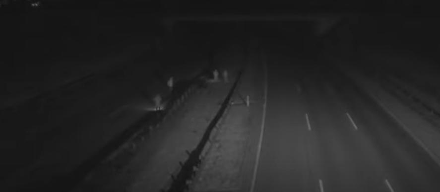 Sötétben, a belső sávban sétálva keresték egy baleset sérültjét a segítségnyújtók az M0-son