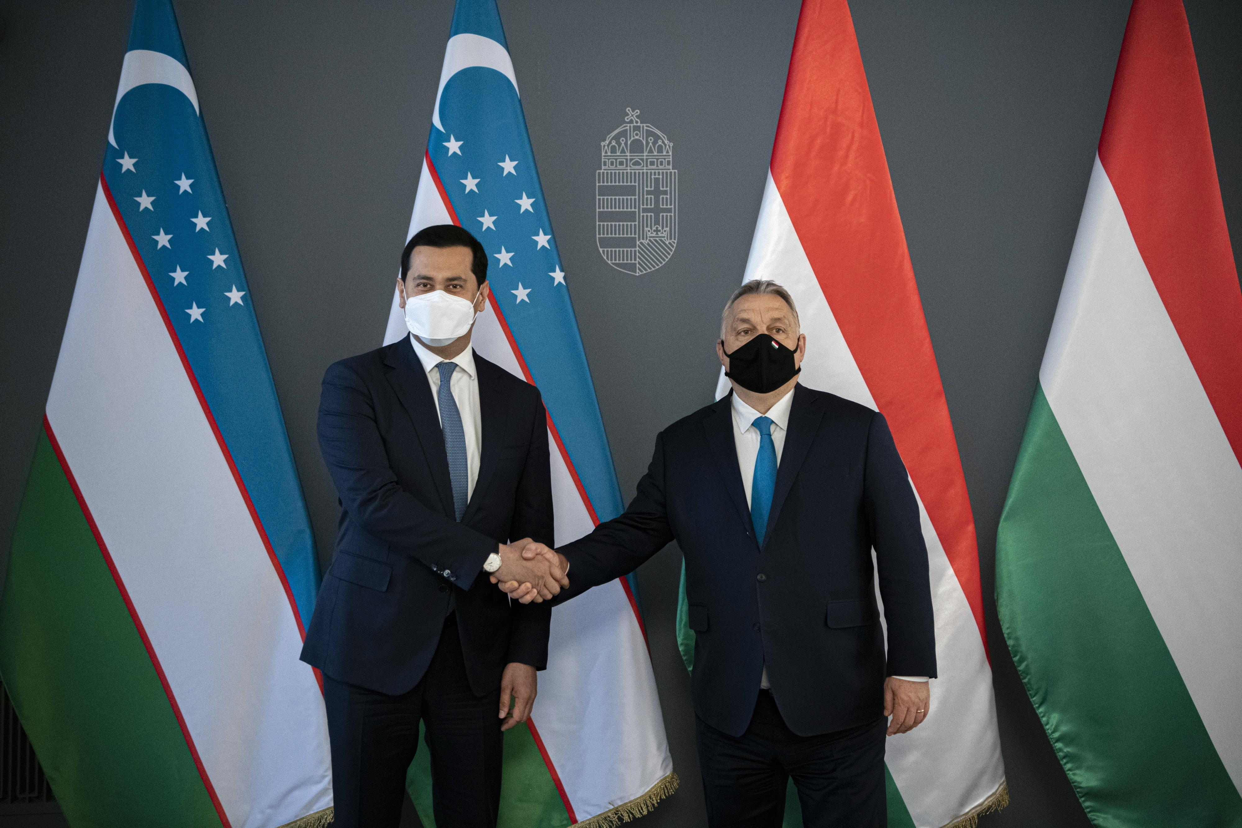Orbán megköszönte, hogy Üzbegisztán tavaly tavasszal 650 ezer védőmaszkot küldött
