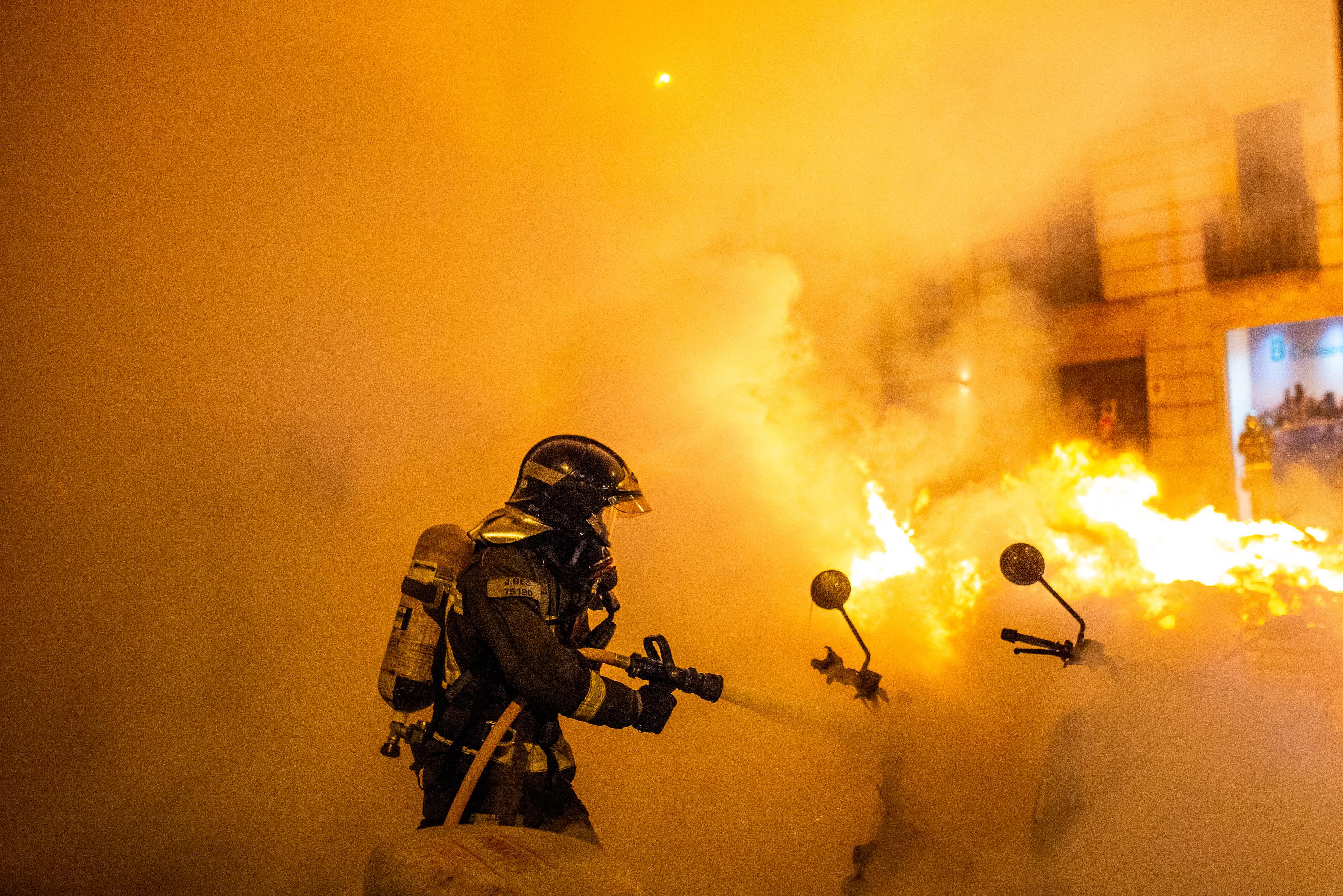 Erőszakba torkolltak a tüntetések, amiket egy katalán rapper bebörtönzése robbantott ki