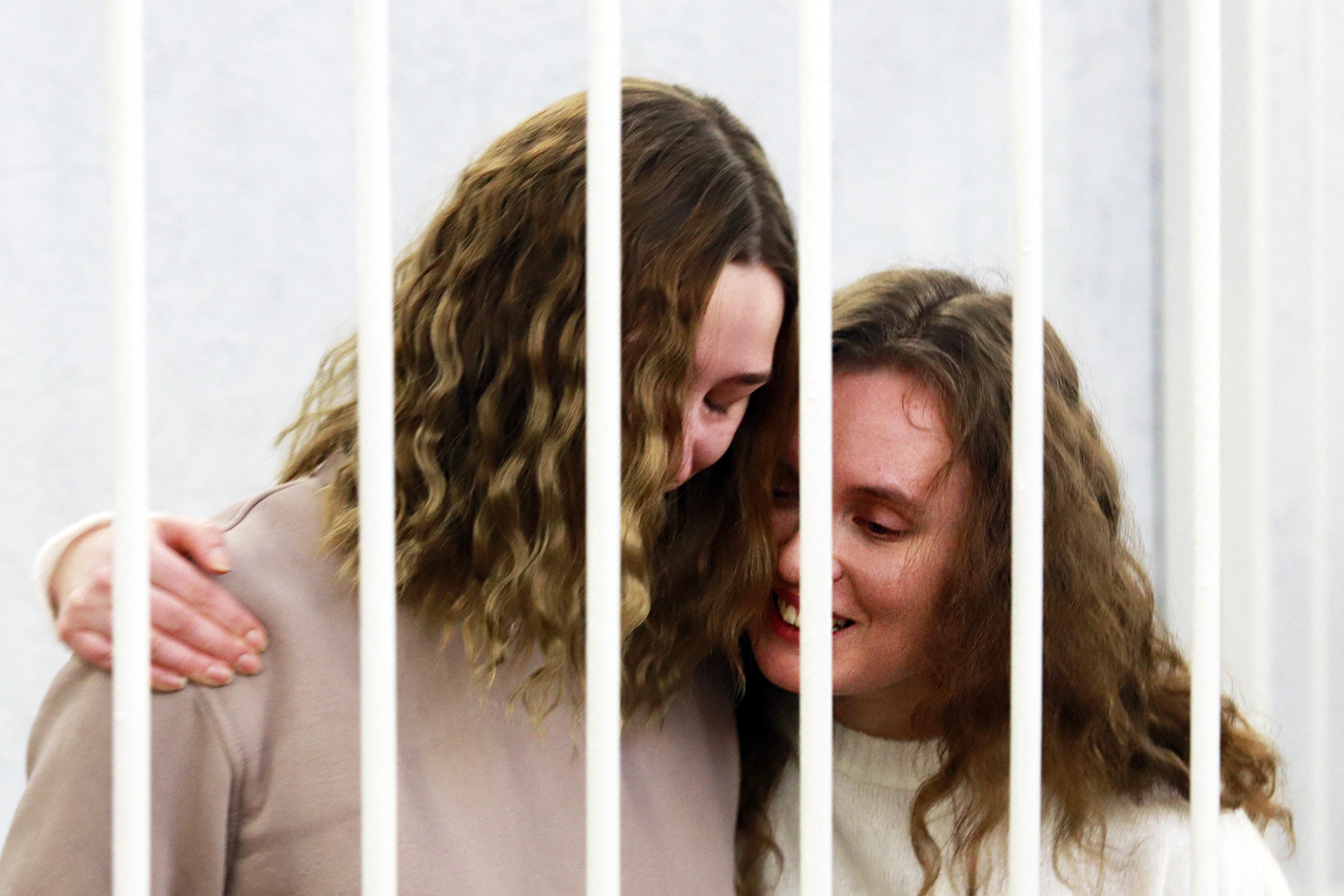 Fehéroroszországban börtönbüntetésre ítéltek két újságírót, amiért tudósítottak a Lukasenka elleni tüntetésekről