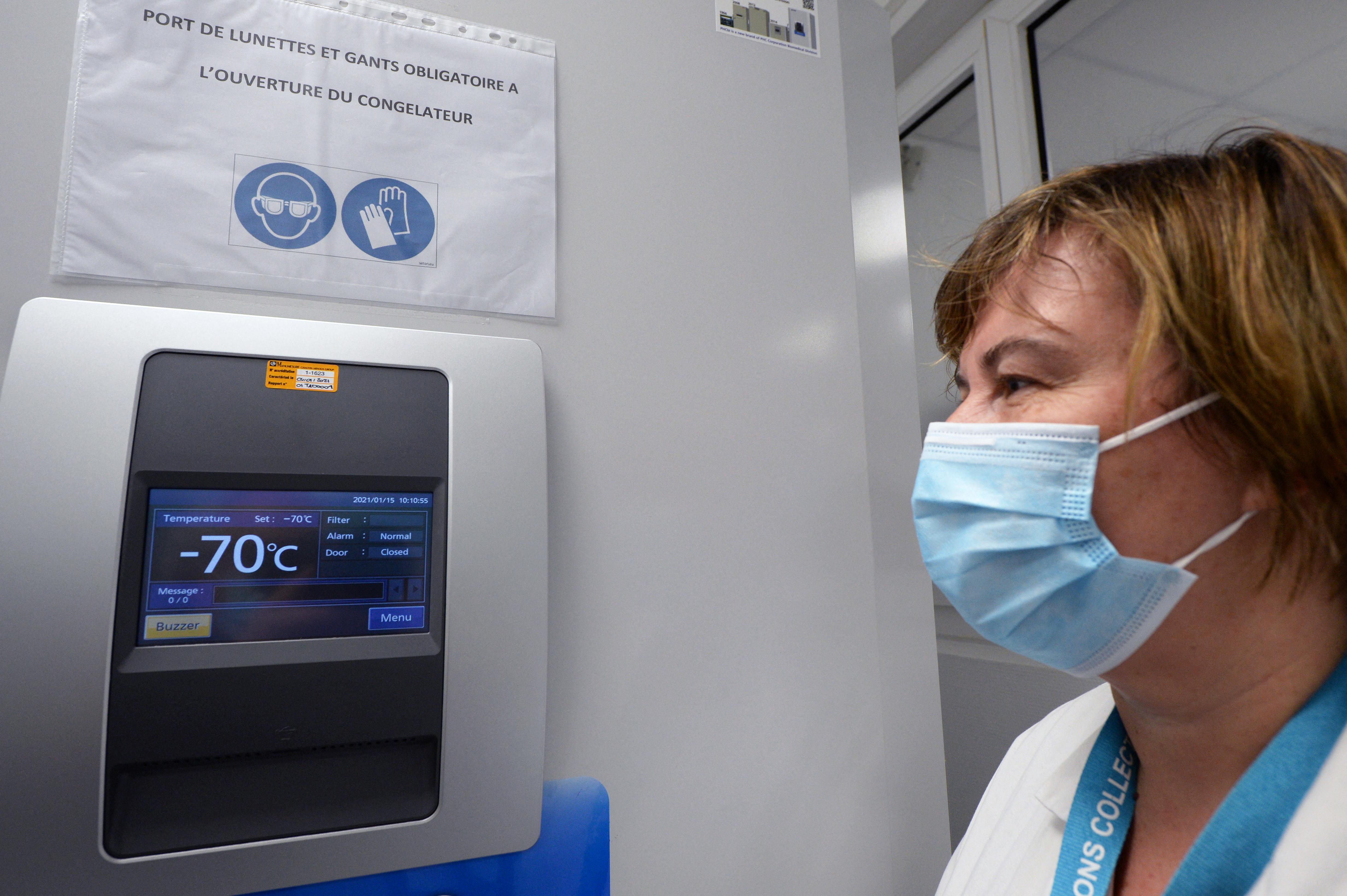 A Pfizer/BioNTech rájött, hogy mégsem kell - 80 fokon tárolni a vakcináját