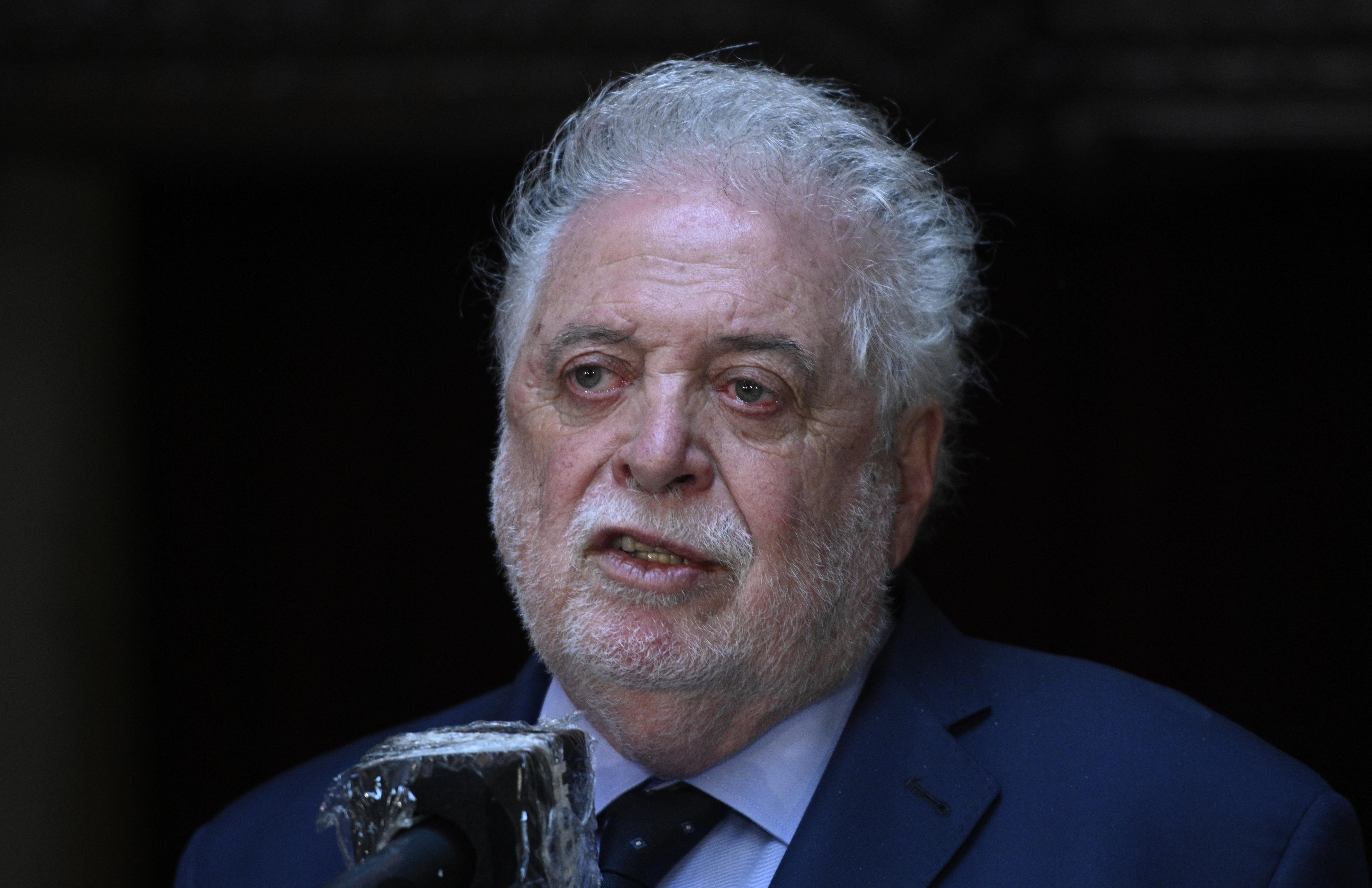 Menesztették az argentin egészségügyi minisztert, mert a haverjainak soron kívül intézett oltást