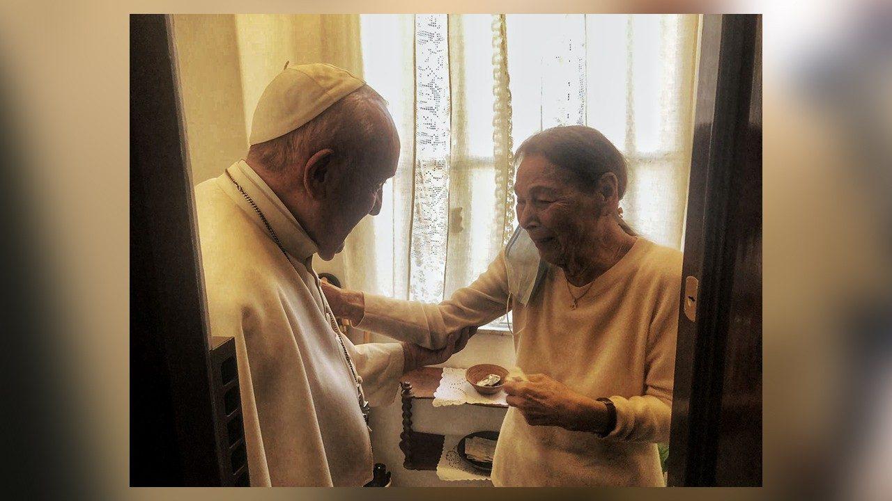 Ferenc pápa beugrott Bruck Edith-hez látogatóba