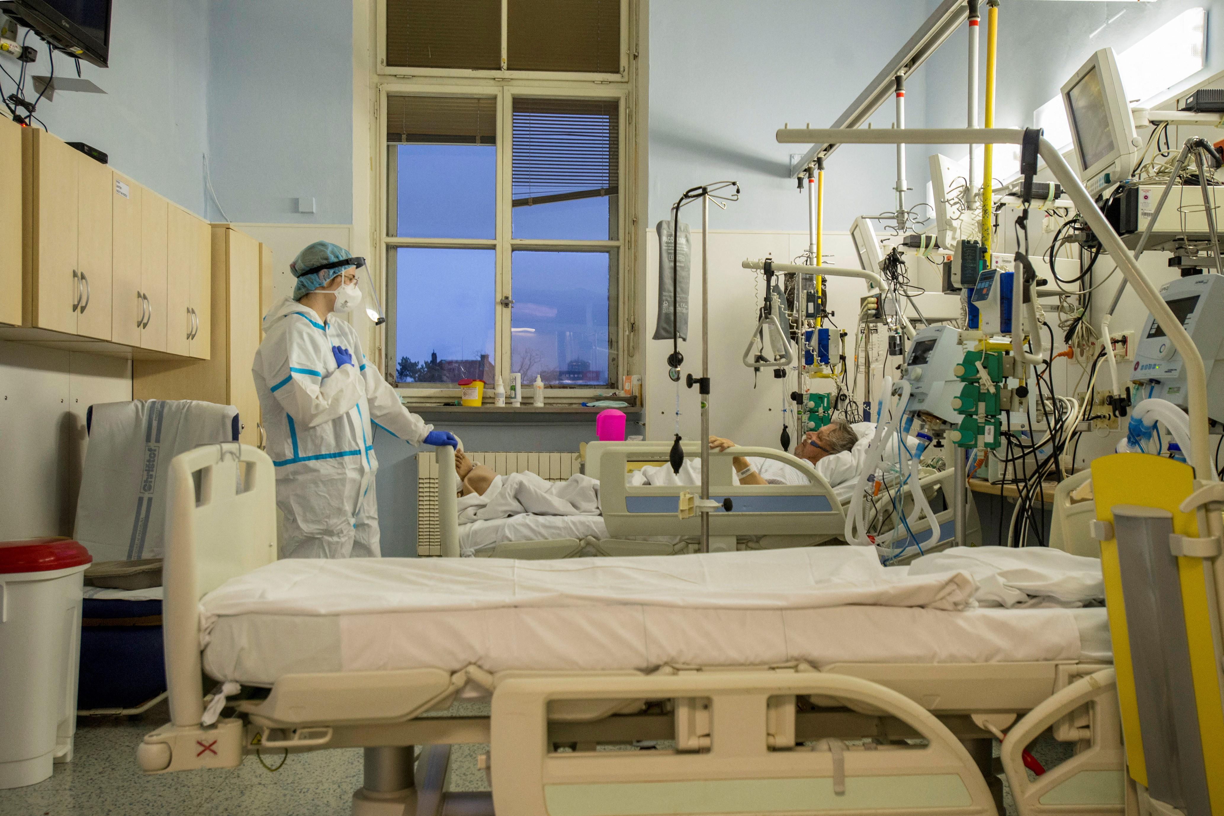 Rekordmagas a súlyos betegek száma Csehországban