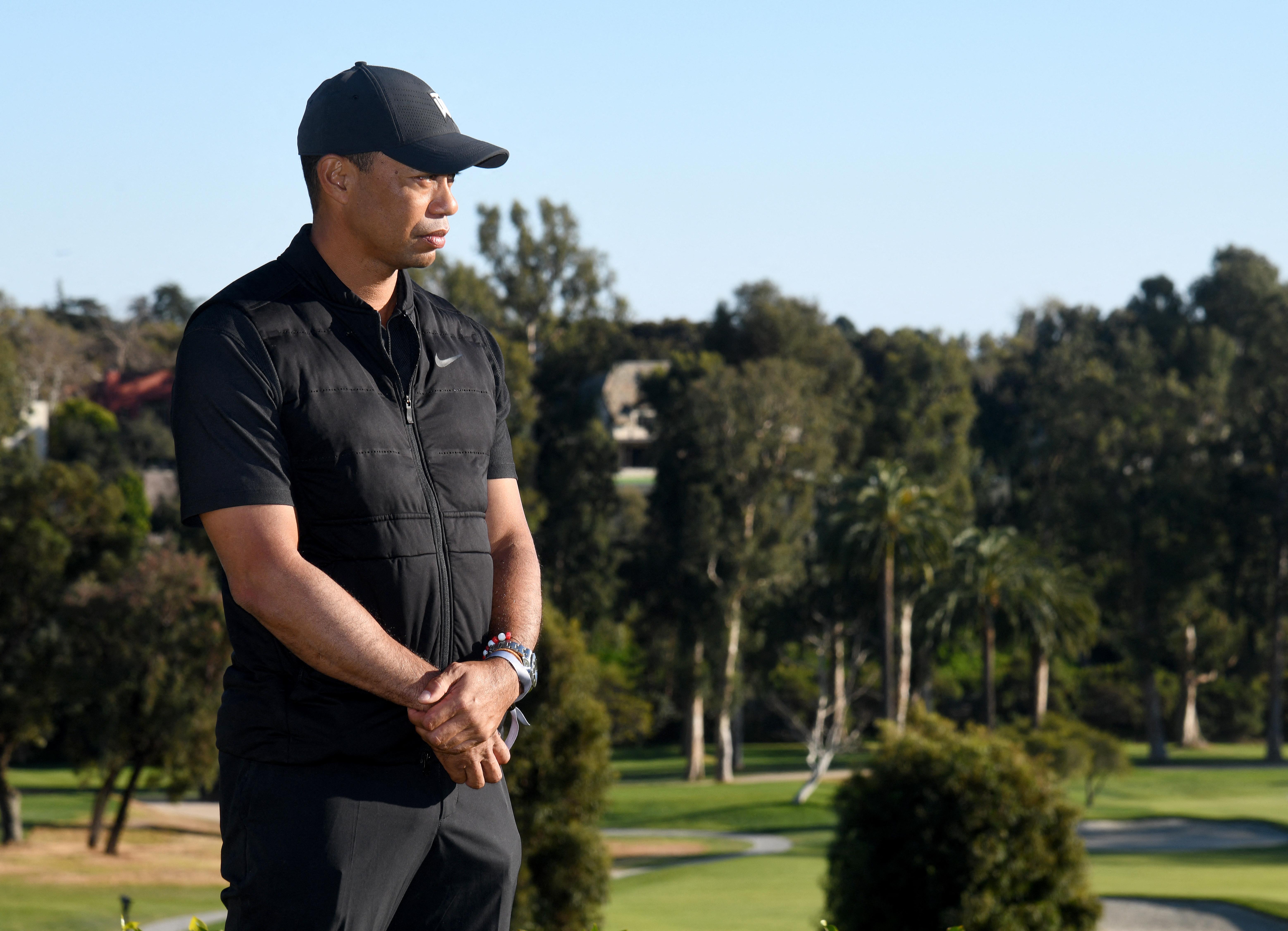 Összecsavarozták Tiger Woods bokáját, már magánál van
