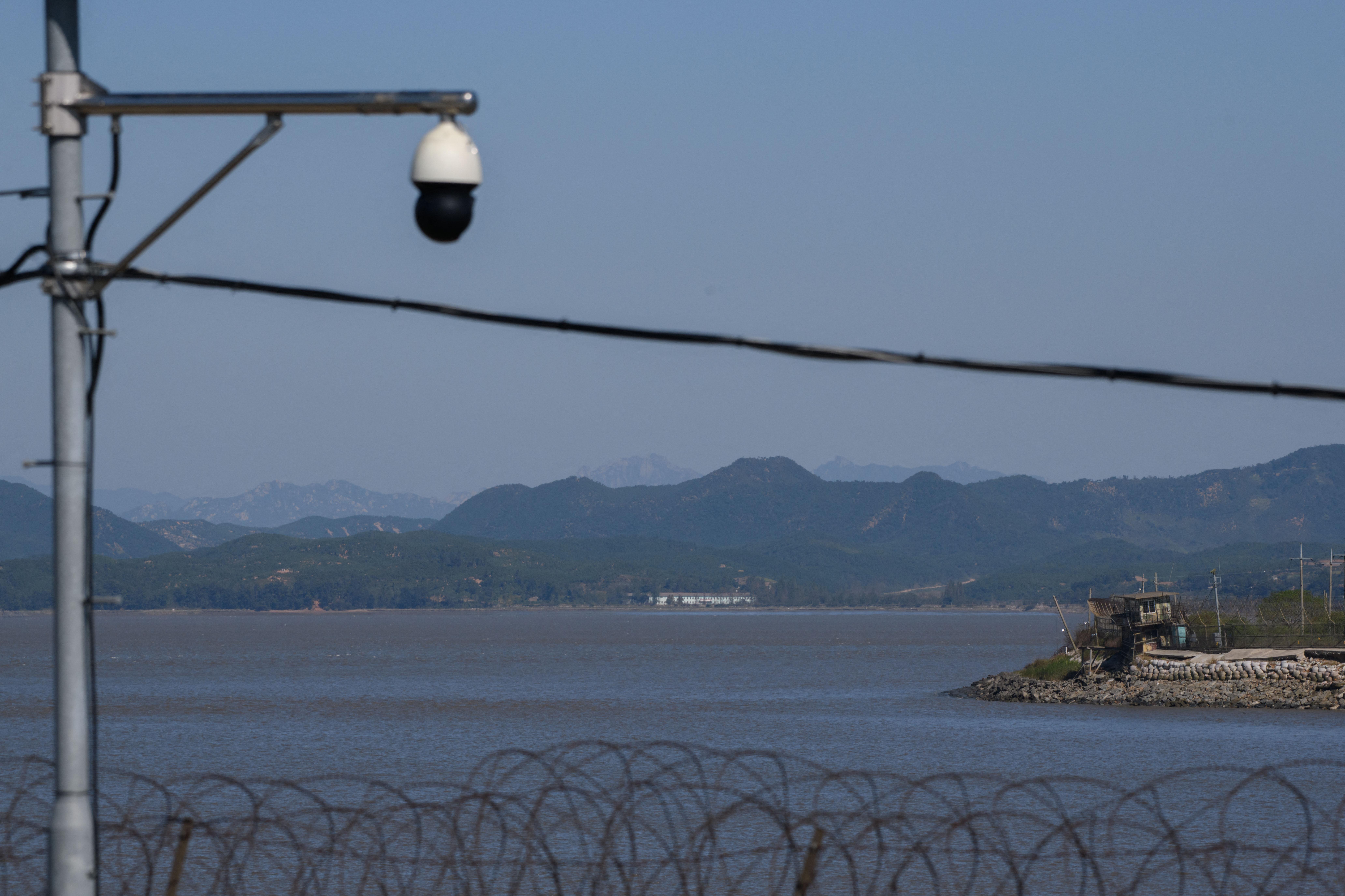Hat órát úszott egy észak-koreai disszidens, hogy Dél-Koreába érjen