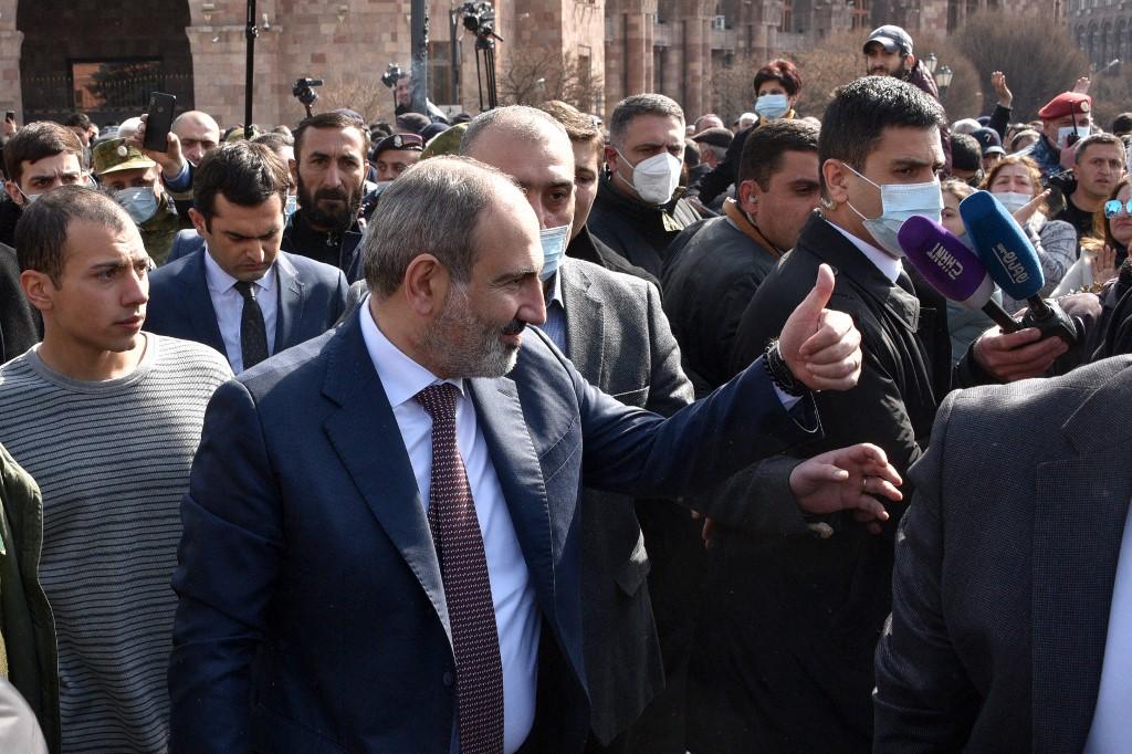 Előrehozott választásokat tartana és az alkotmányt is módosítaná az örmény kormányfő