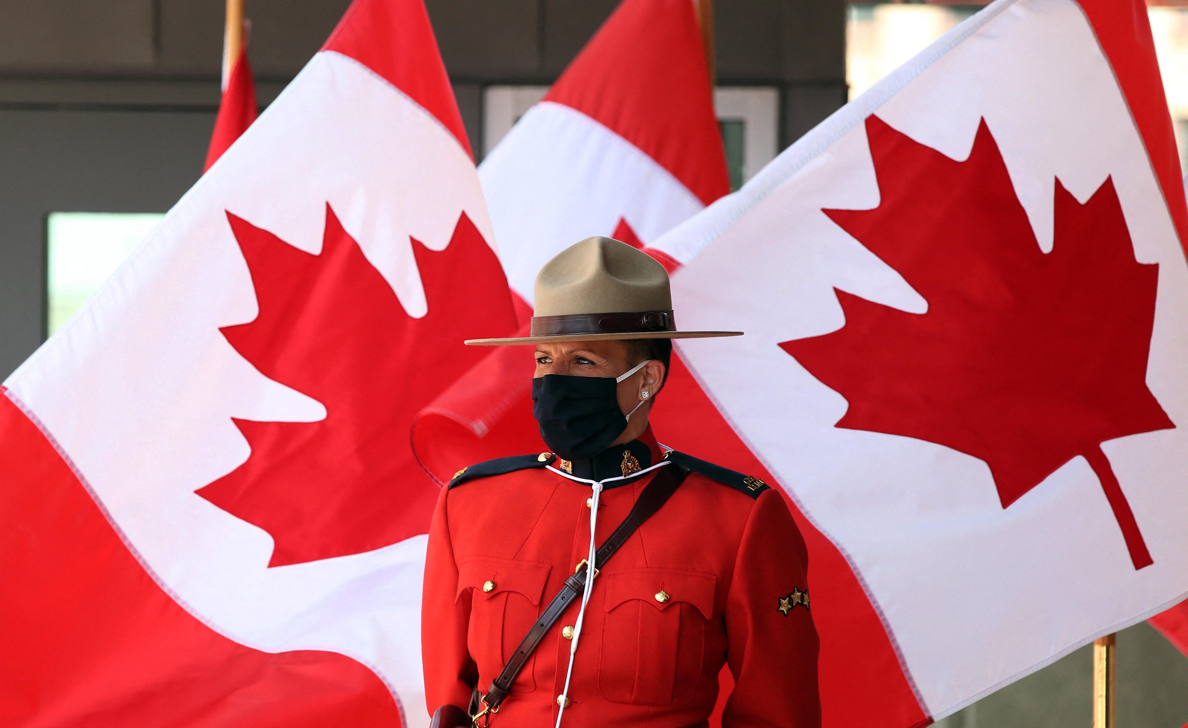 Szexuális zaklatás vádja miatt lemondott Kanada új vezérkari főnöke