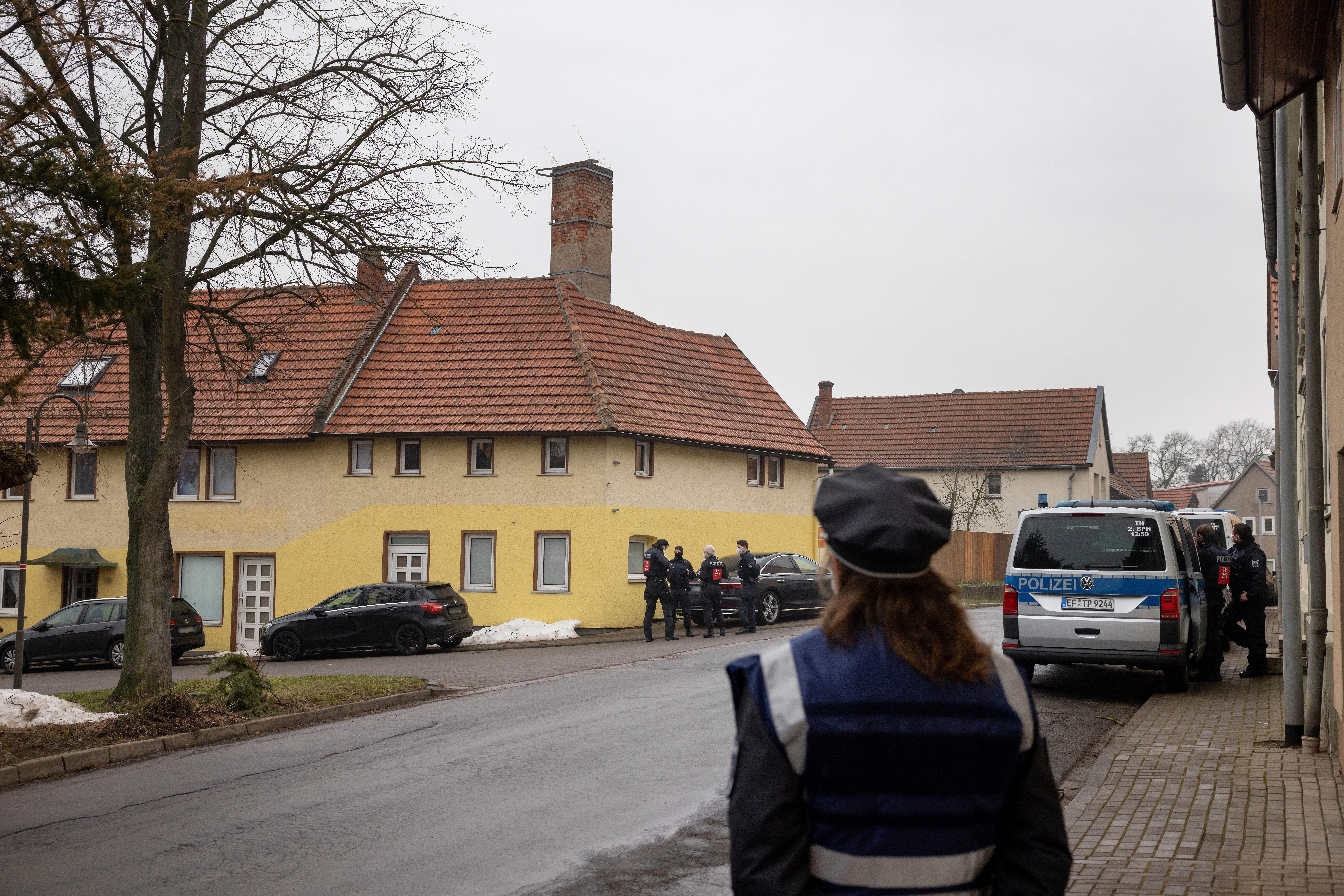 Drogterjesztésben utazó német neonácikra csaptak le a rendőrök