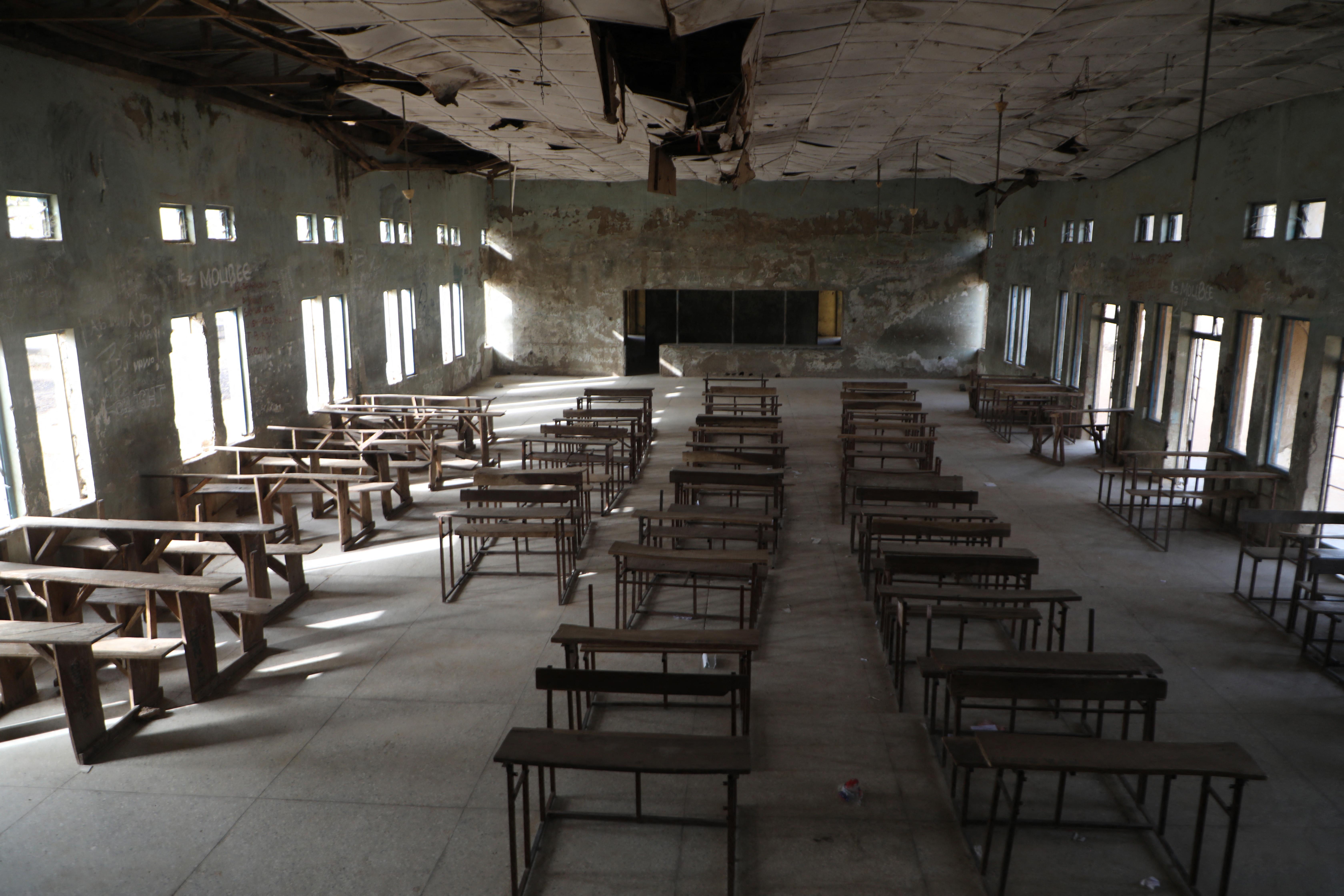 27 iskolás fiút szabadon engedtek, továbbra is elrabolt gyerekek százait keresik Nigériában
