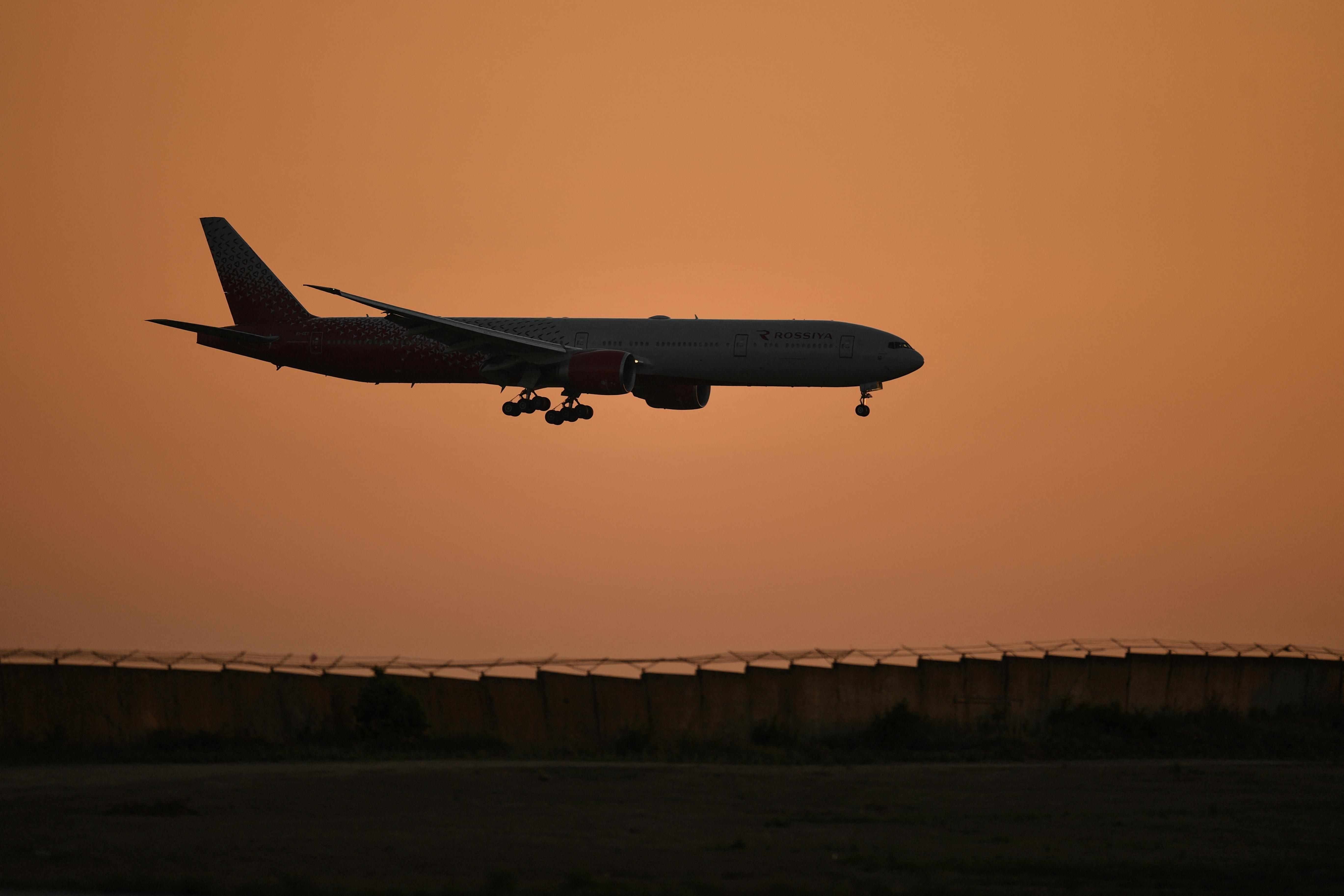 Kényszerleszállást kellett végrehajtania egy Boeing 777-esnek Moszkvában