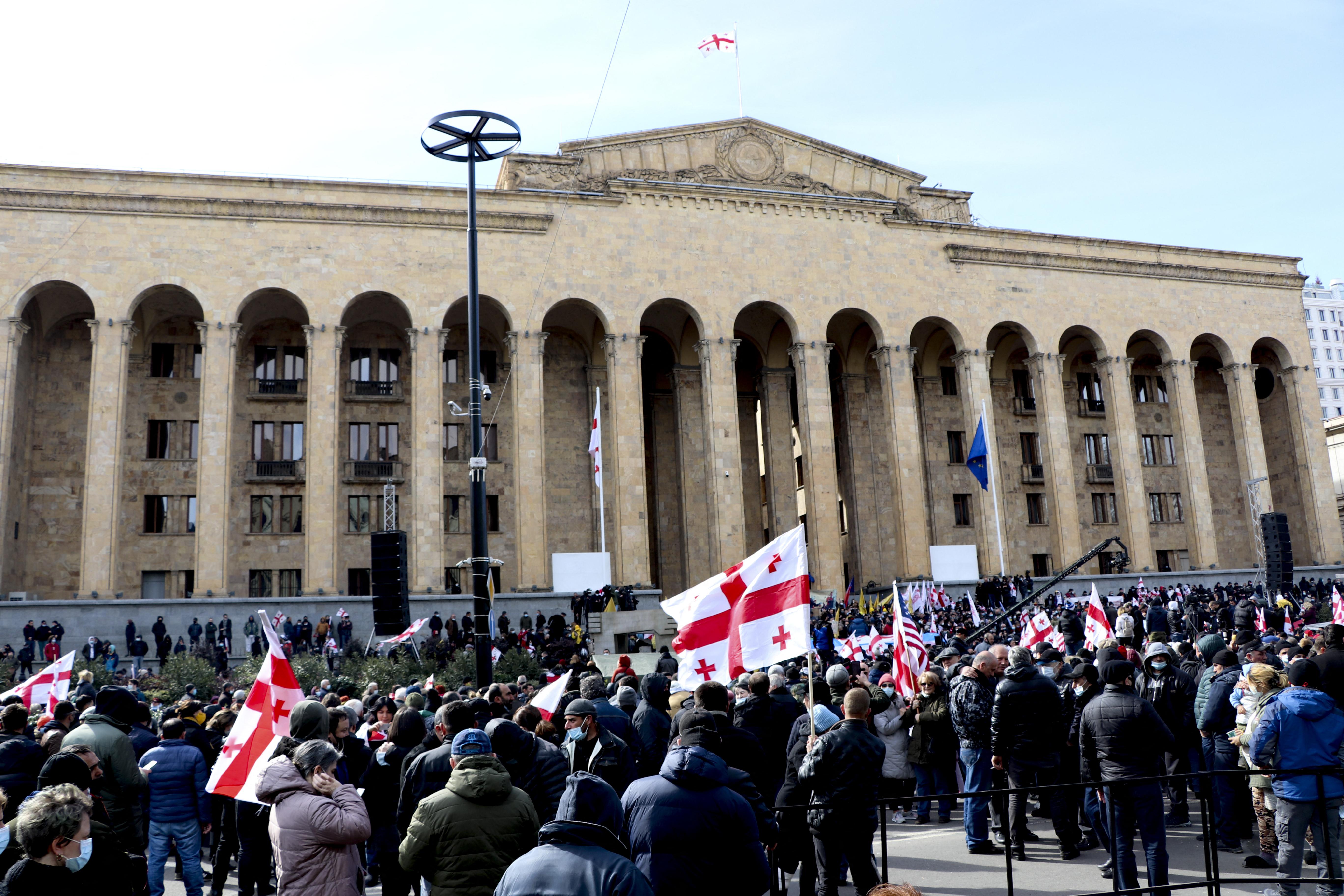 Több százan tüntettek Grúziában az ellenzéki vezető szabadon bocsátását követelve
