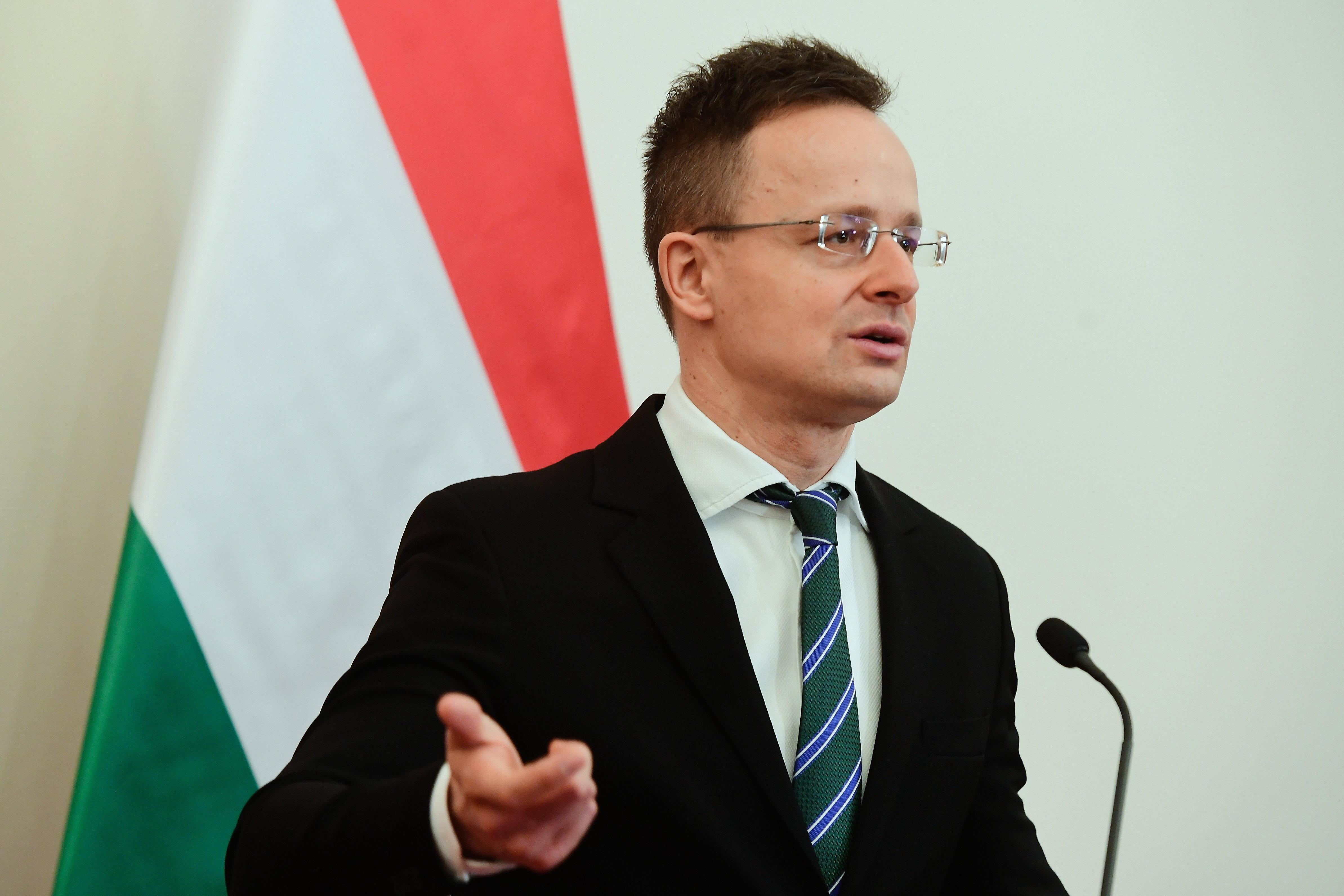 V4-es szolidaritás: csak Magyarország nem utasít ki orosz diplomatákat