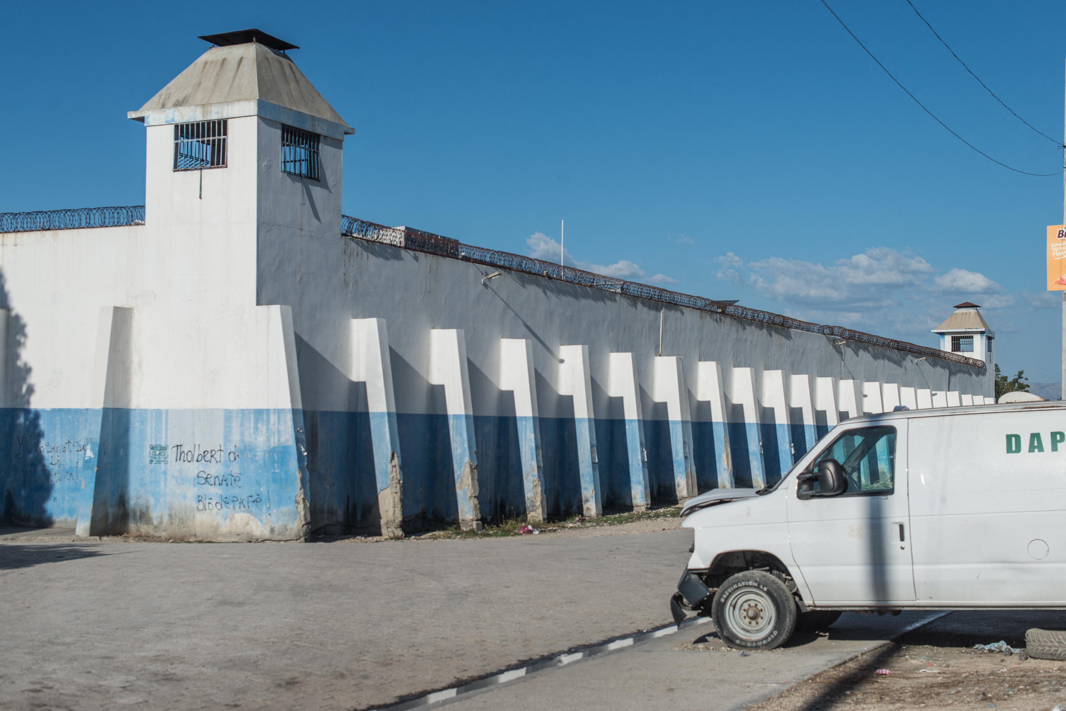 Tömeges szökés egy haiti börtönből, százakat keresnek