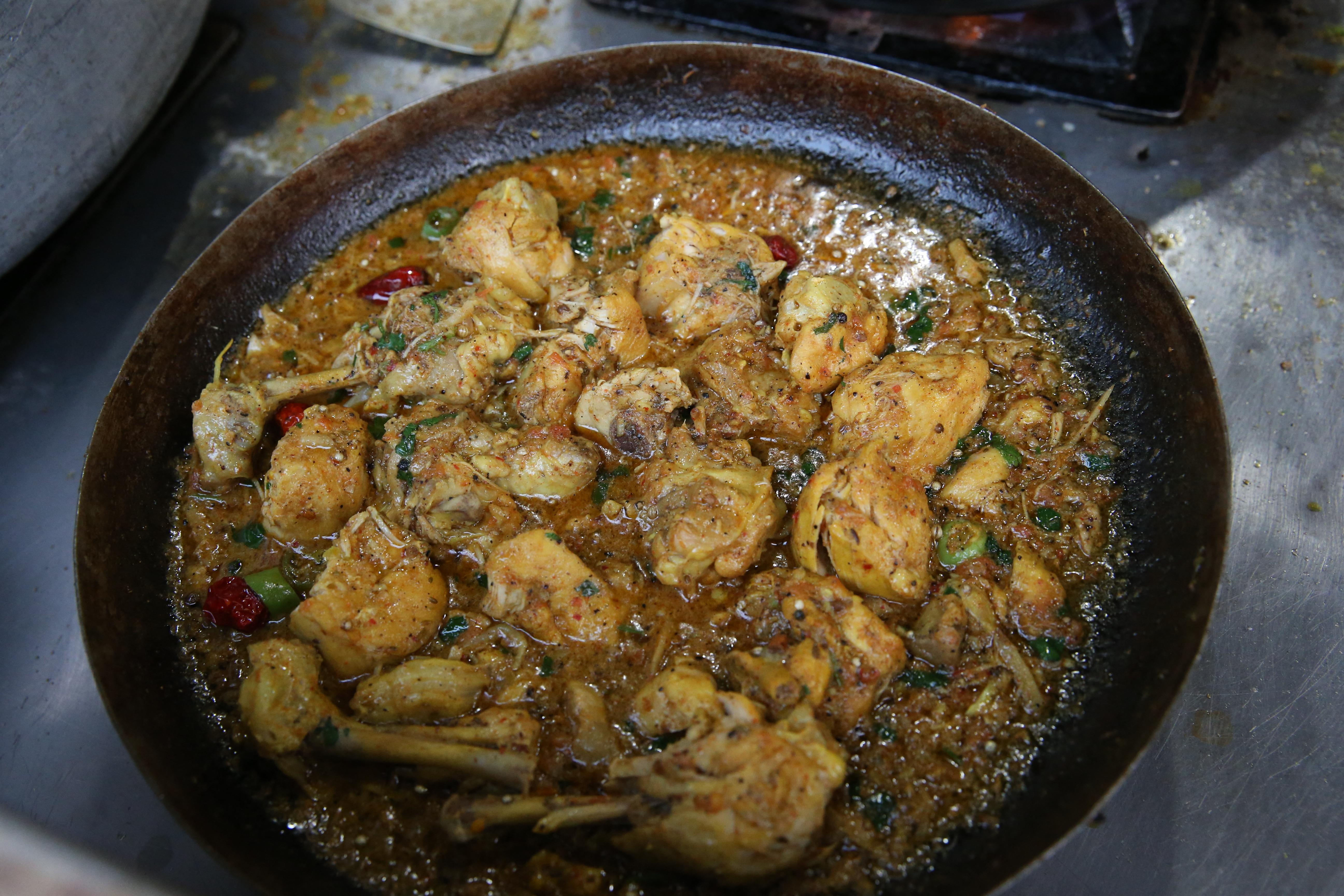 Budapesti étteremben fogtak kényszermunkára pakisztáni szakácsokat
