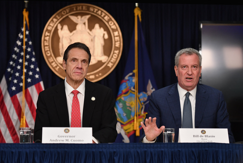 New York polgármestere lemondatná New York kormányzóját a szexuális zaklatási vádak miatt