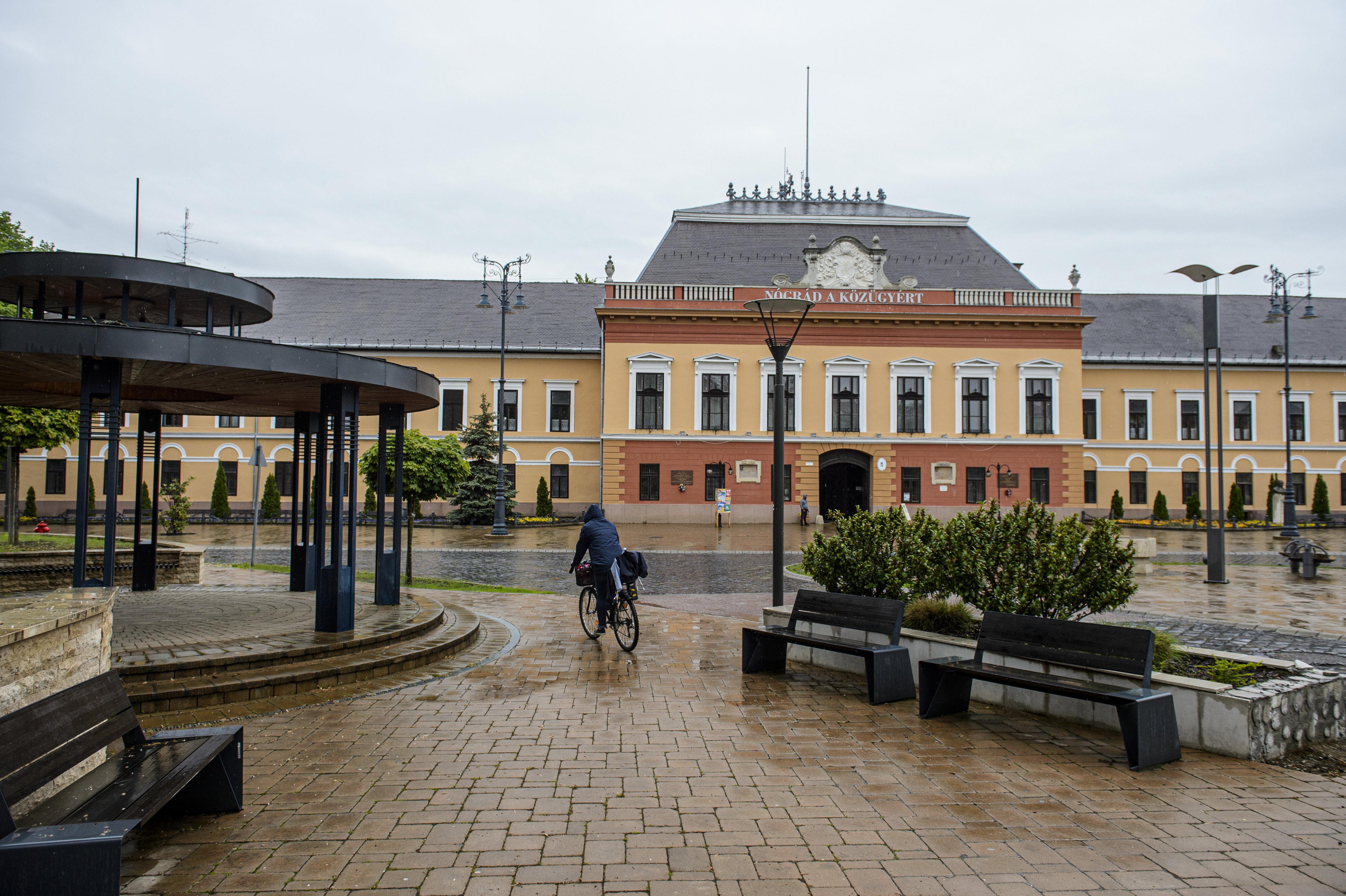 Balassagyarmaton bezár a városi bölcsőde, az óvodák és egy általános iskola, annyi a covid-fertőzött
