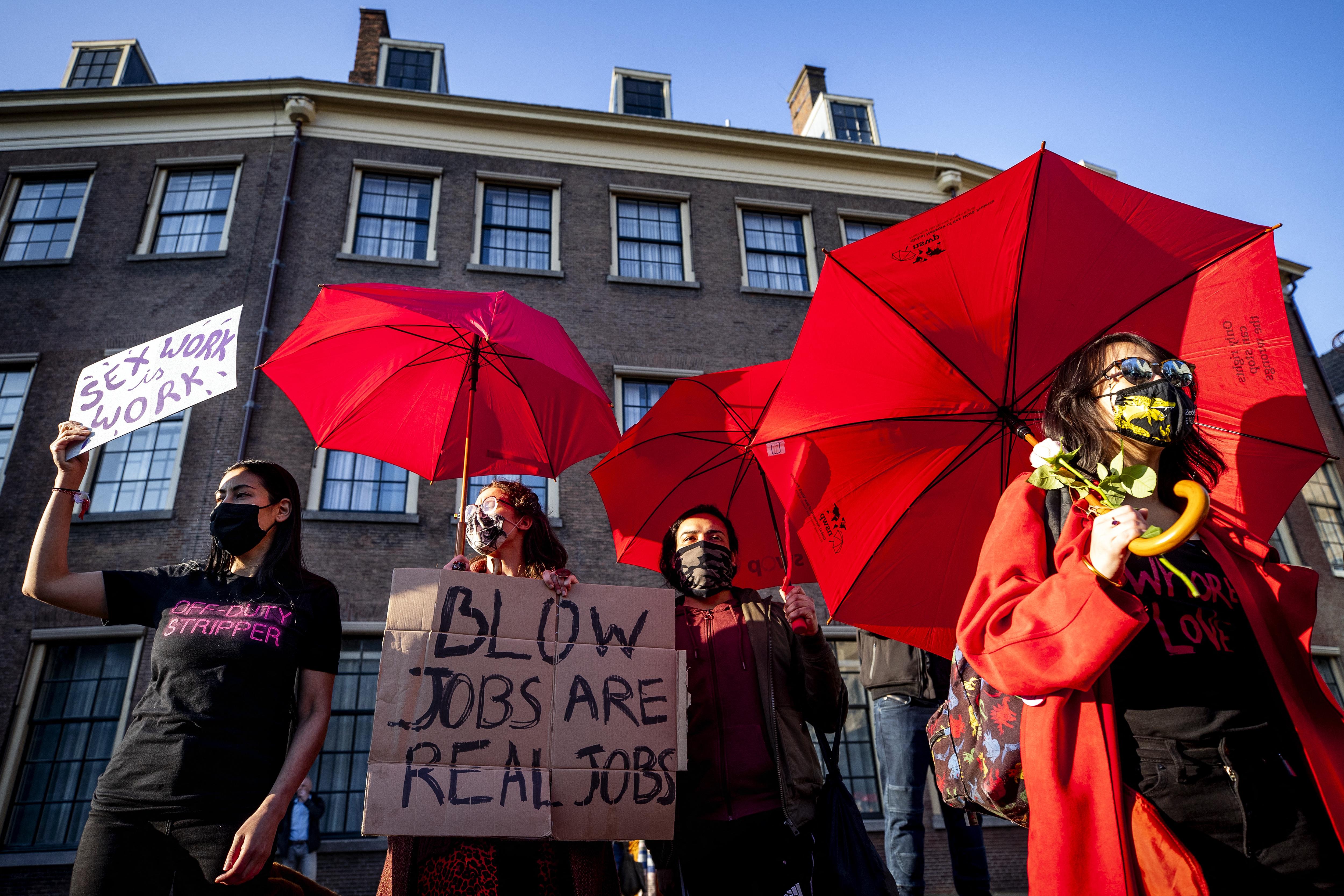 Szexmunkások és bártulajdonosok tüntettek Hollandiában a lezárások ellen