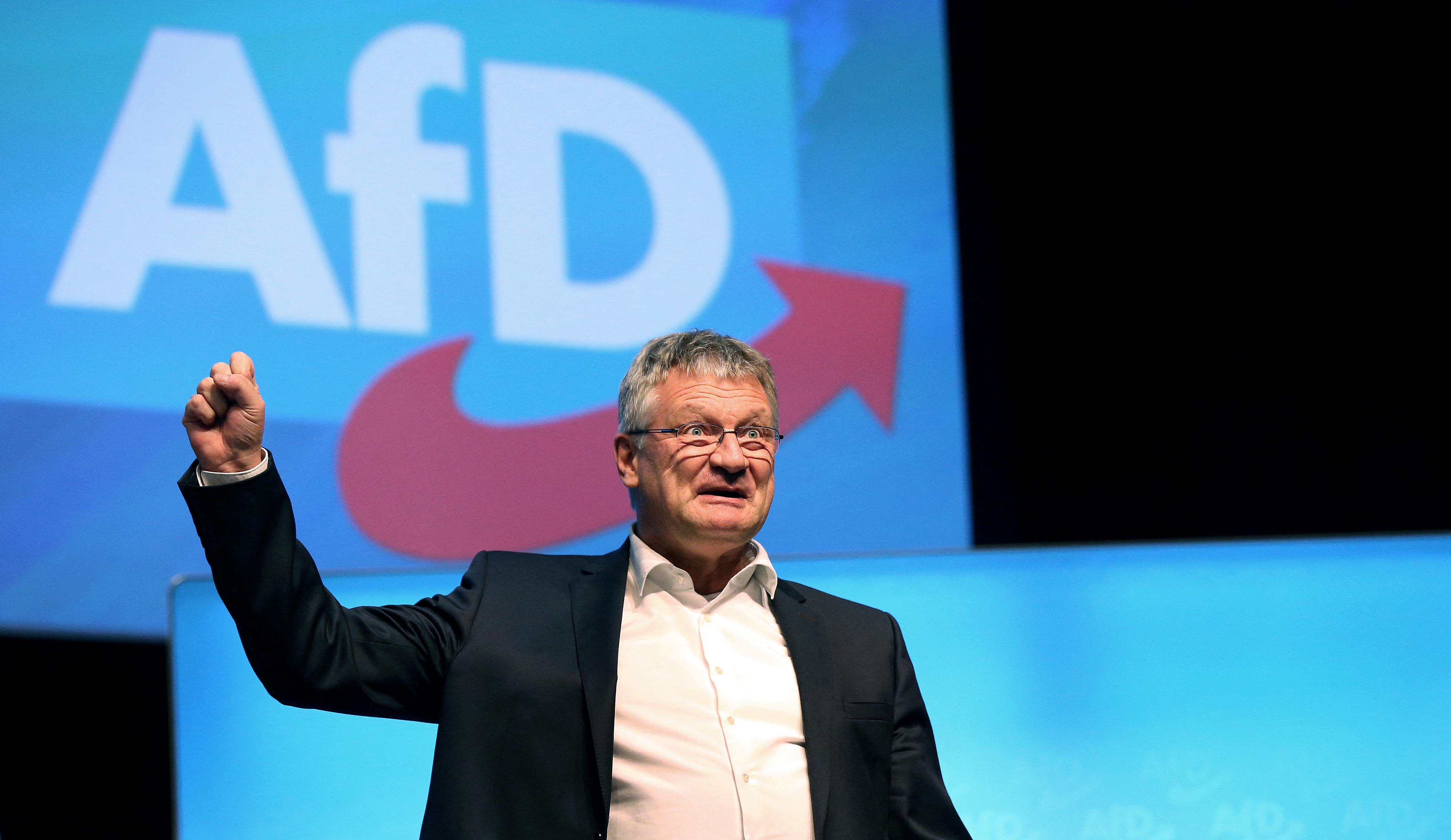A szélsőjobbos pártok frakciója szívesen befogadná a Fidesz EP-képviselőit