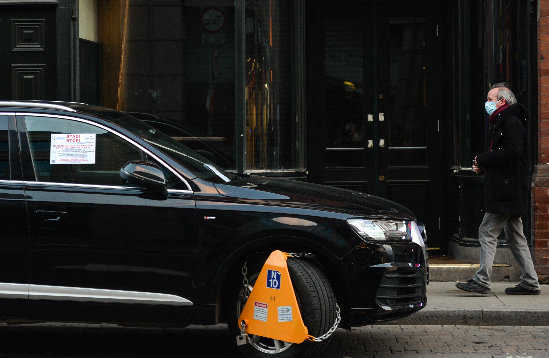Ellopta az autójára szerelt kerékbilincset egy férfi a IX. kerületben