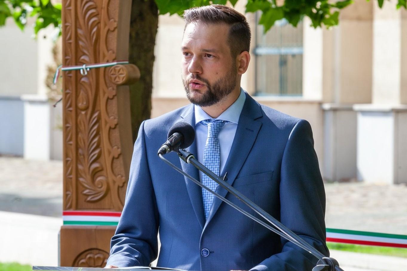 """Újpest polgármestere: """"Adják ide az újpestieknek járó vakcinákat, és mi megszervezzük a beadást!"""""""