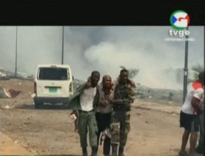 17 ember meghalt, 400 pedig megsebesült egy robbanássorozatban Egyenlítői-Gunieában