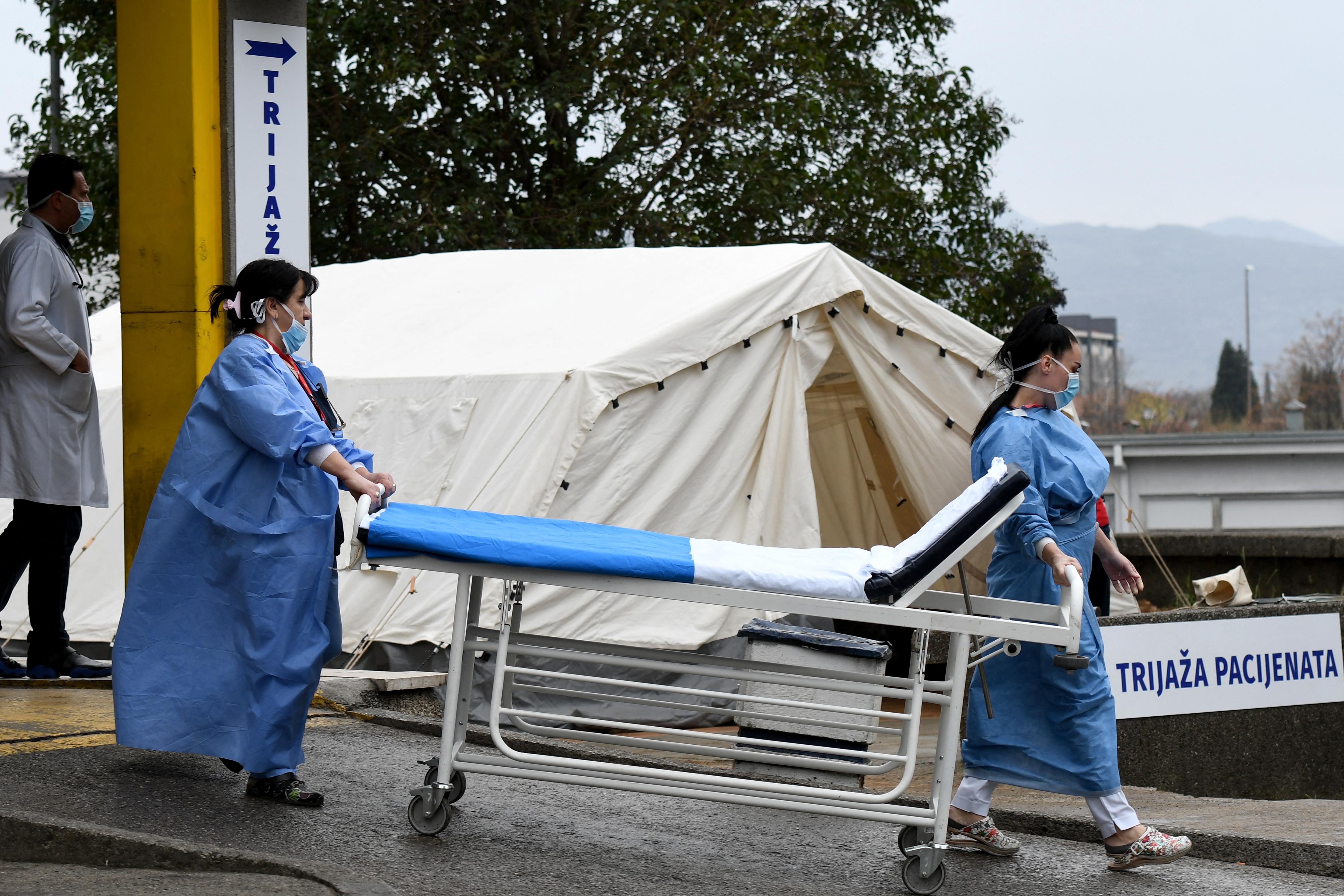 Montenegró ingyenes koronavírus-kezelést ígér a turistáknak, ha ott kapják el a vírust