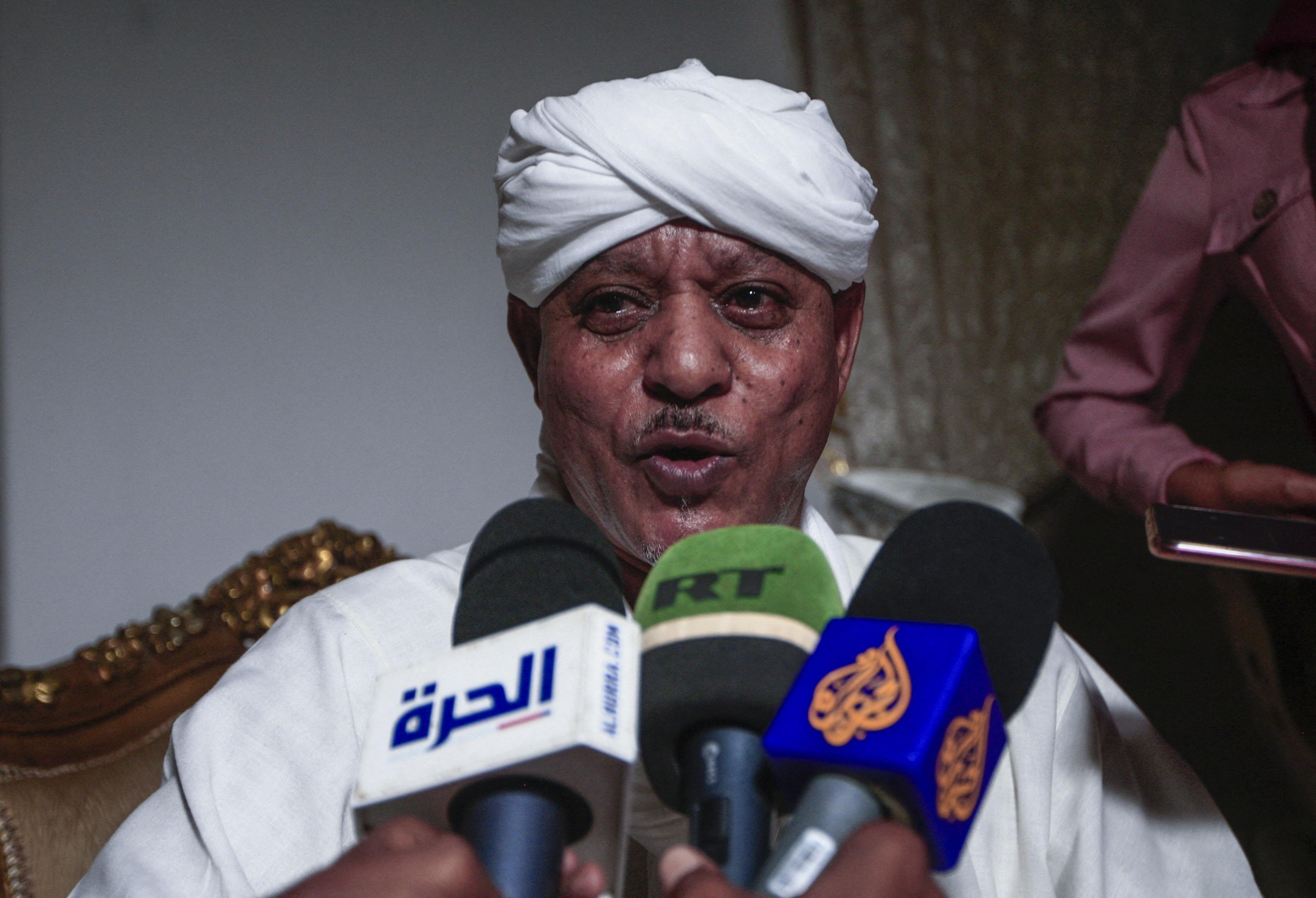 Szudán katonai kormánya szabadon engedte Musza Hilál dárfúri hadurat, aki több tízezer ember haláláért felelős