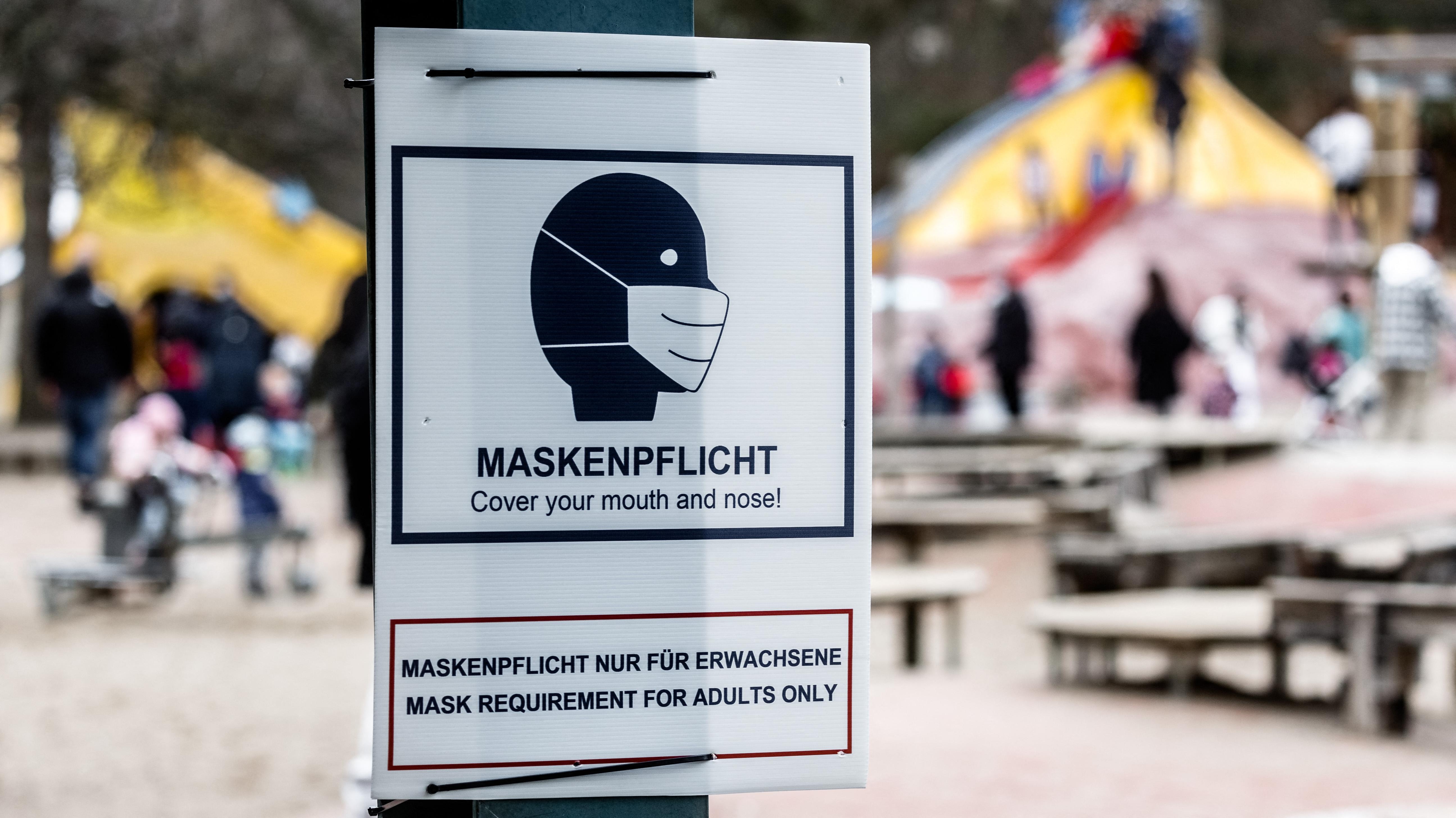 Maszkellenes férfi rúgott meg egy terhes nőt Berlinben