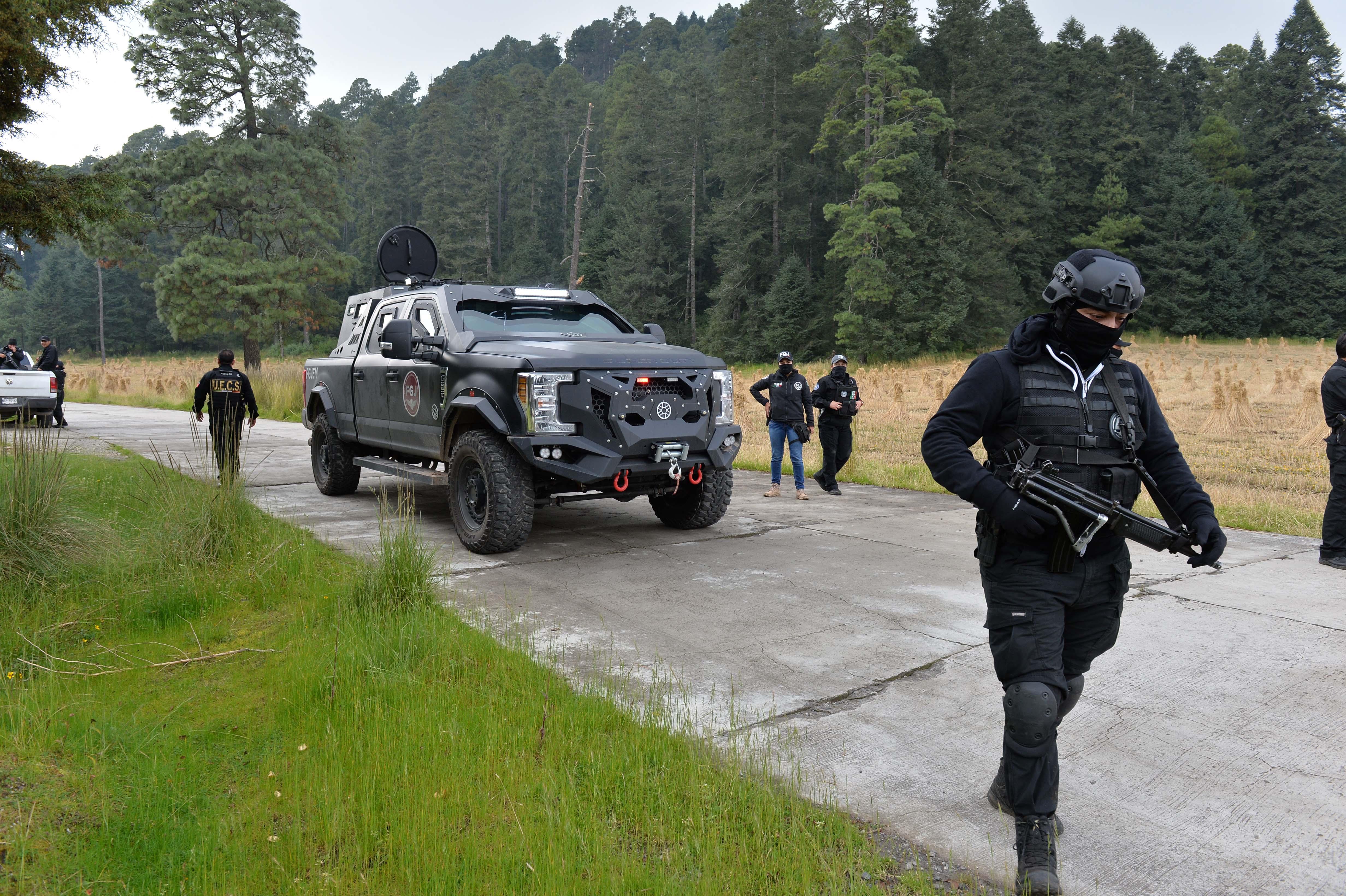 Agyonlőttek, majd felgyújtottak négy rendőrt Mexikóban