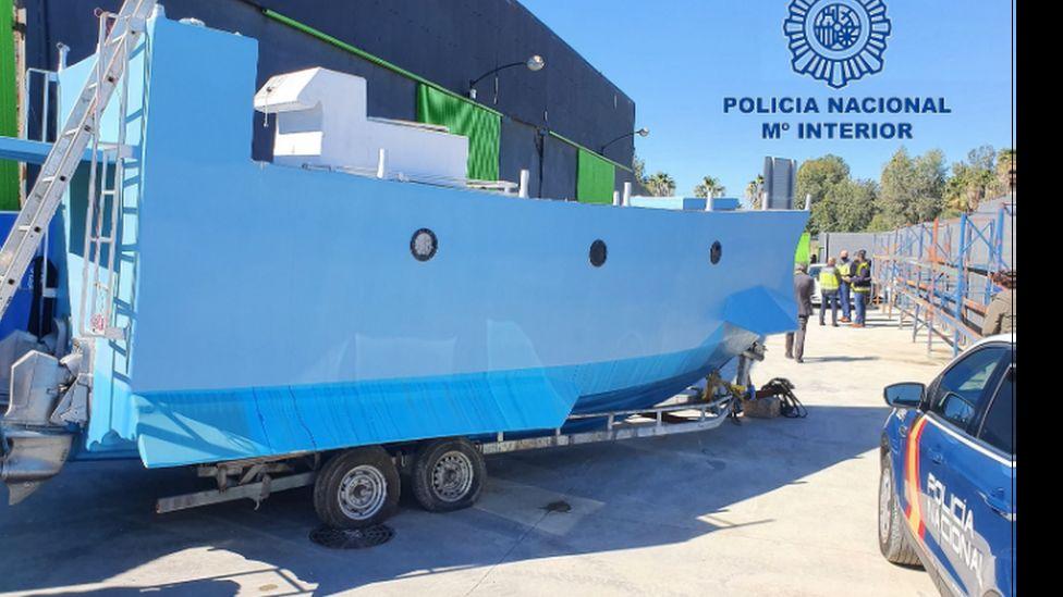 Két tonna hasznos teher szállítására alkalmas barkácstengeralattjárót foglaltak le a spanyol rendőrök