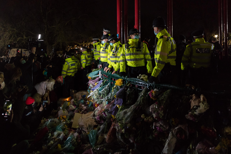 Feloszlatta a rendőrség a Sarah Everard meggyilkolása miatt szervezett tüntetést Londonban