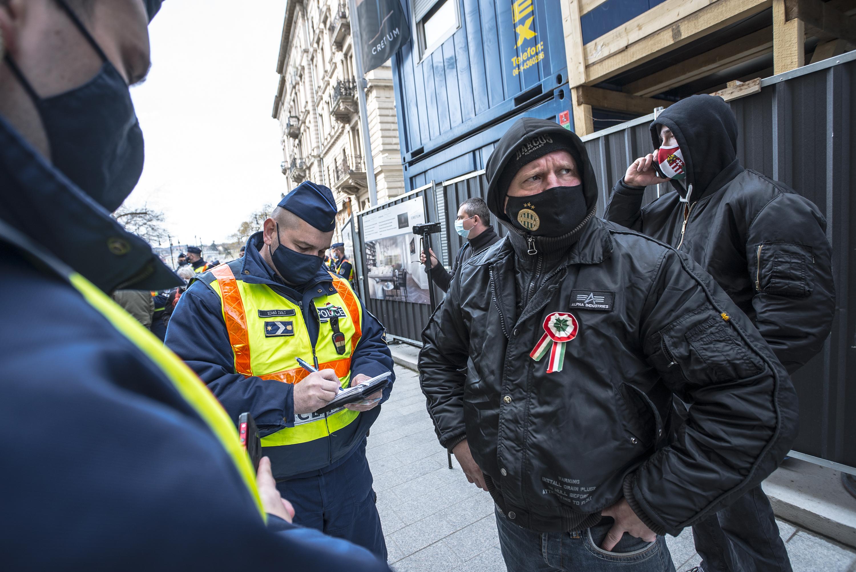 Összesen 4,5 milliós büntetést kaptak a lezárások elleni tüntetés szervezői