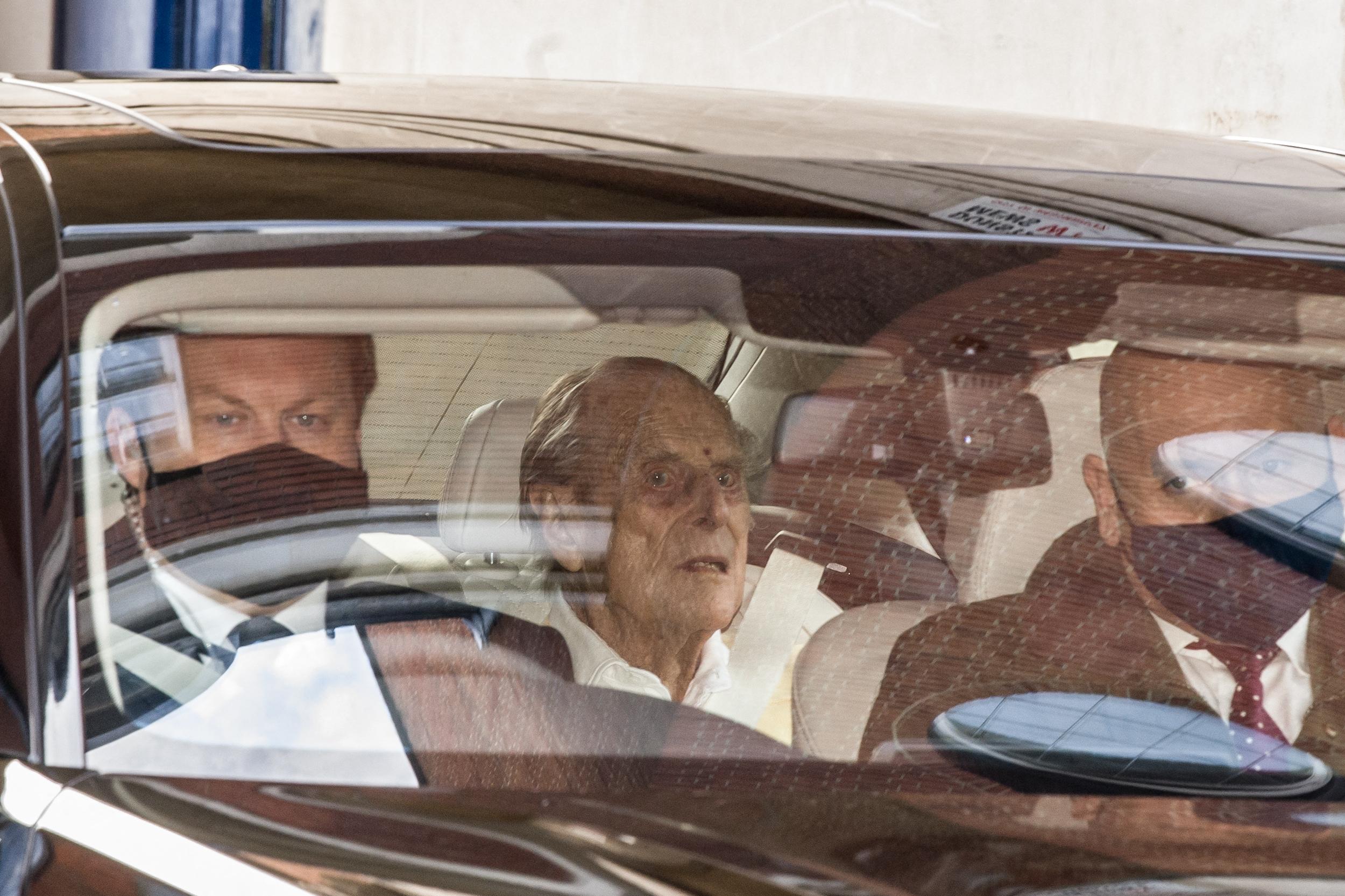 A százéves Fülöp herceget egy hónap után hazaengedték a kórházból