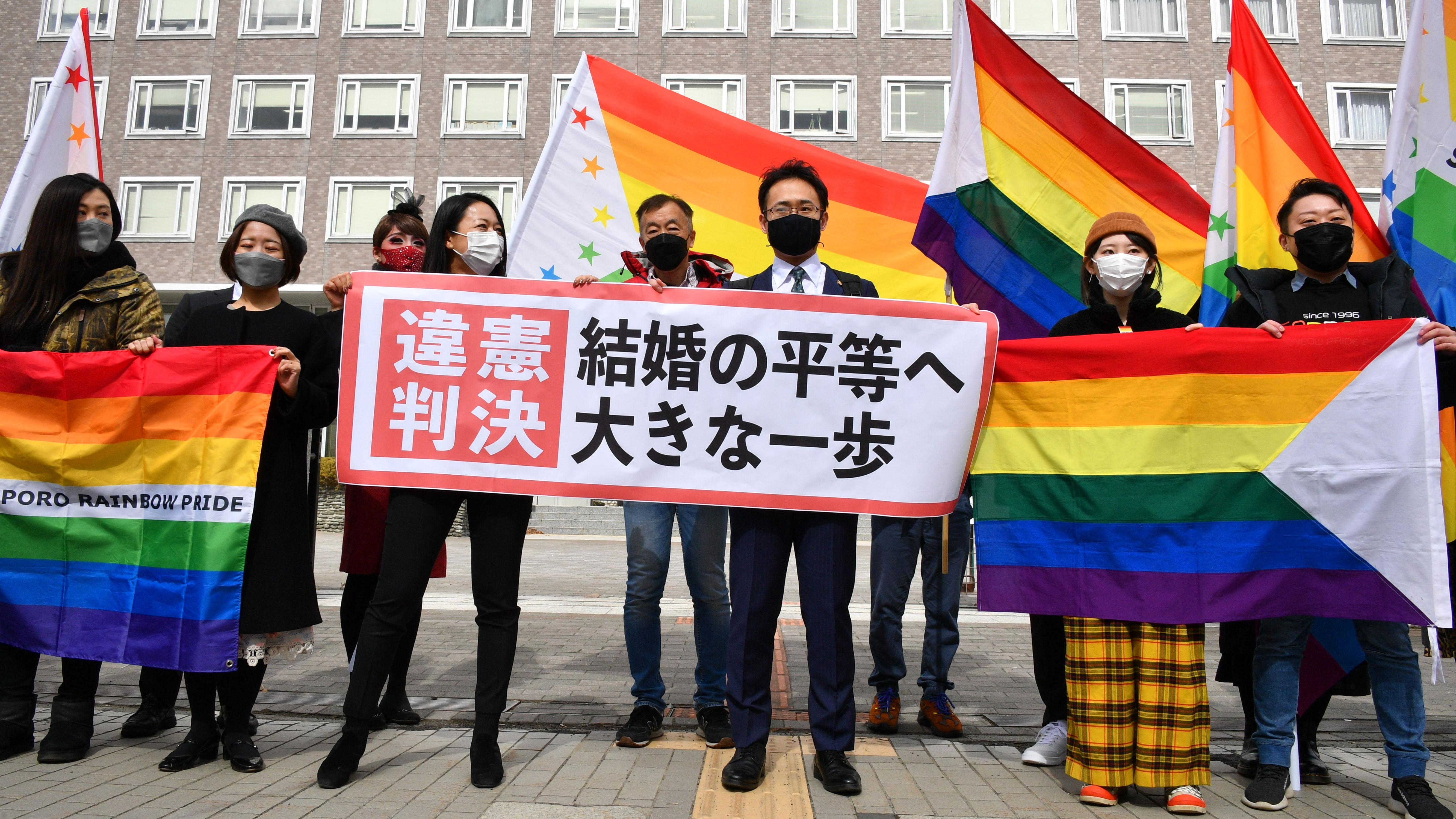 Alkotmányellenes egy japán bíróság szerint, hogy azonos nemű párok nem köthetnek házasságot