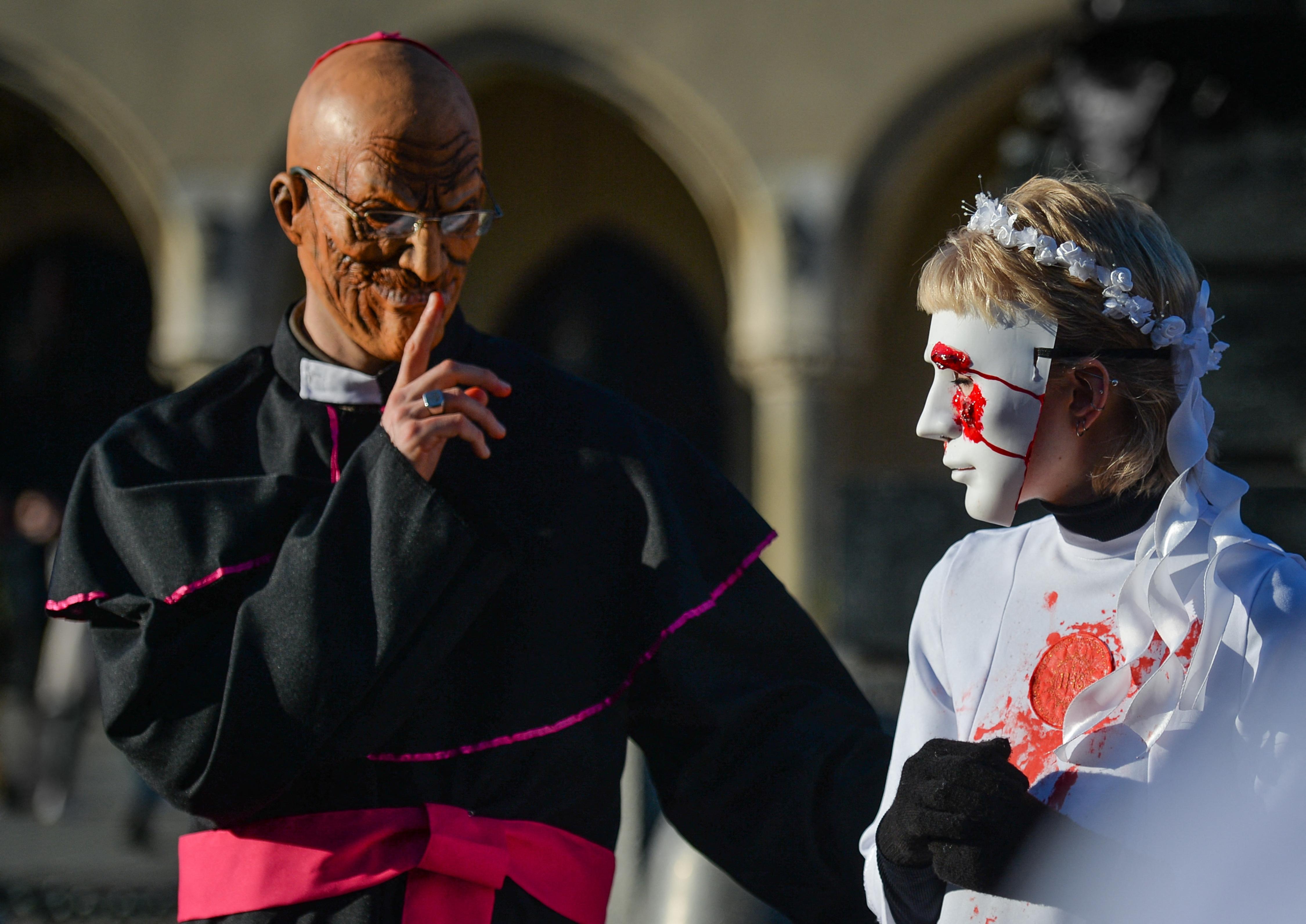 A lengyel katolikus egyház négy befolyásos szereplője is tudott róla, hogy egy pap szexuálisan zaklatott egy kiskorút, mégsem tettek semmit