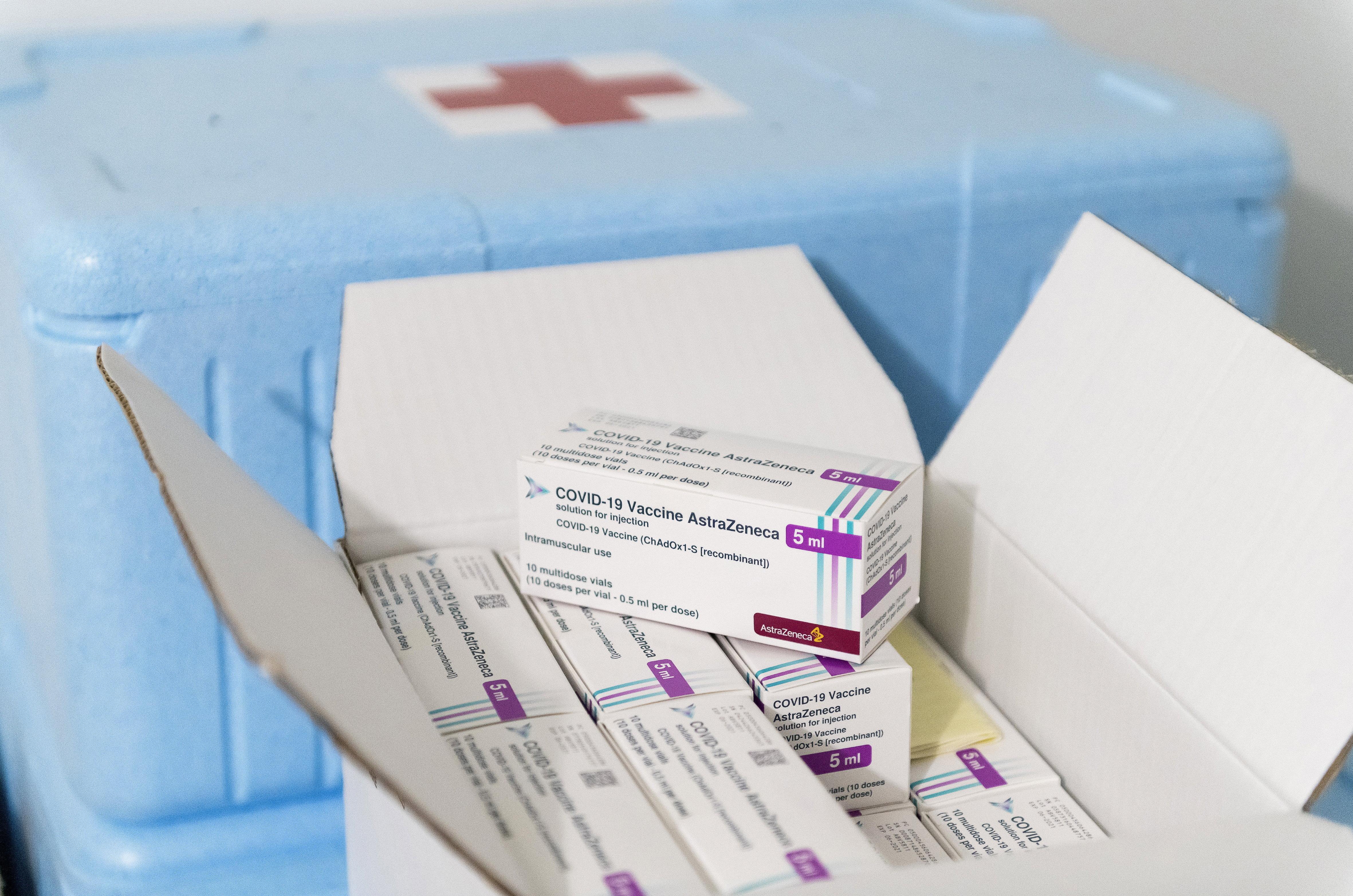 Az EMA cáfolja, hogy már találtak volna összefüggést az AstraZeneca-vakcina és a vérrögképződéses esetek között