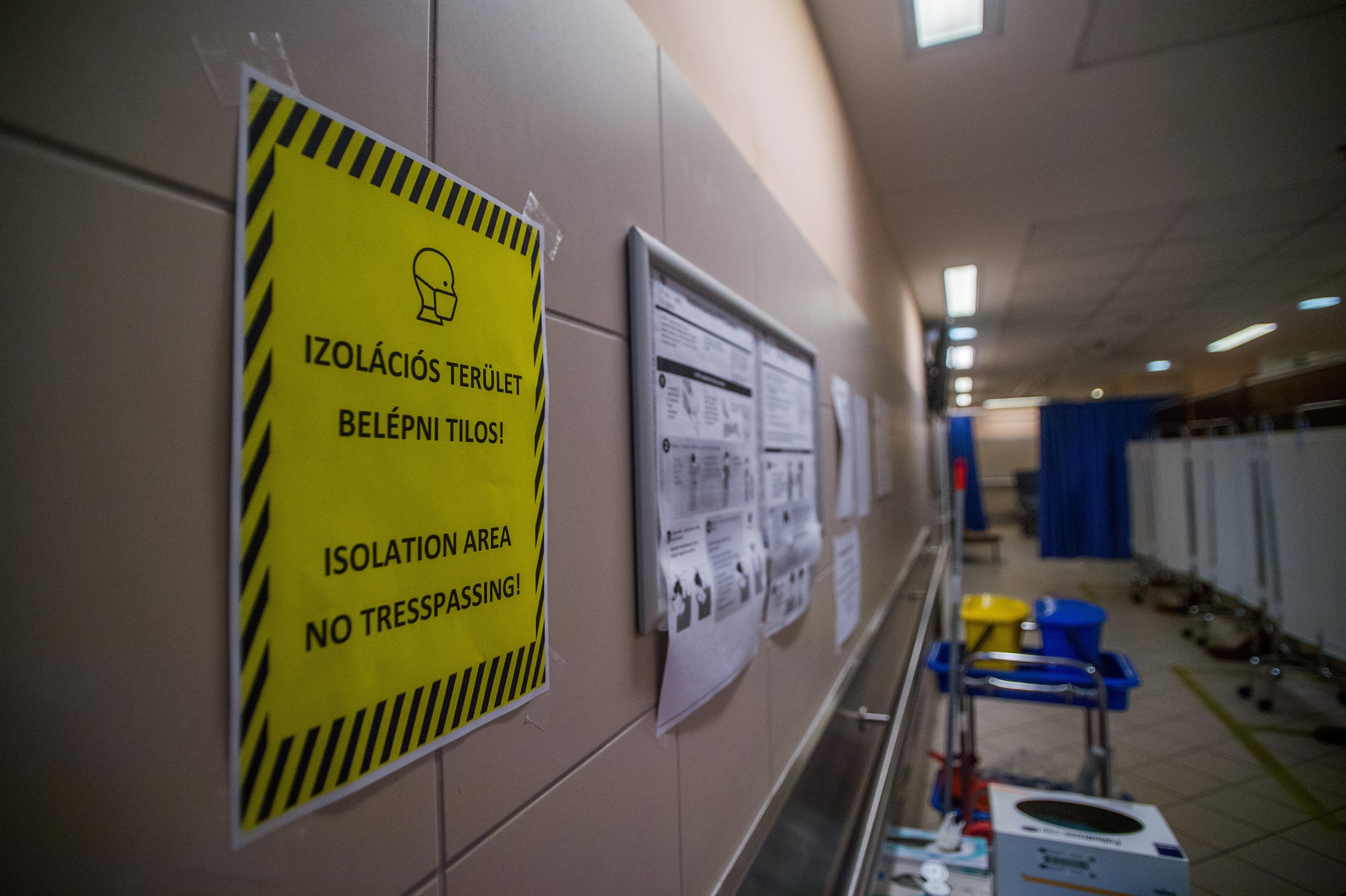 Még 3 hónapig fogva tartaná az ügyészség a betegtársaira ollóval támadó gyilkos kórházi ámokfutót