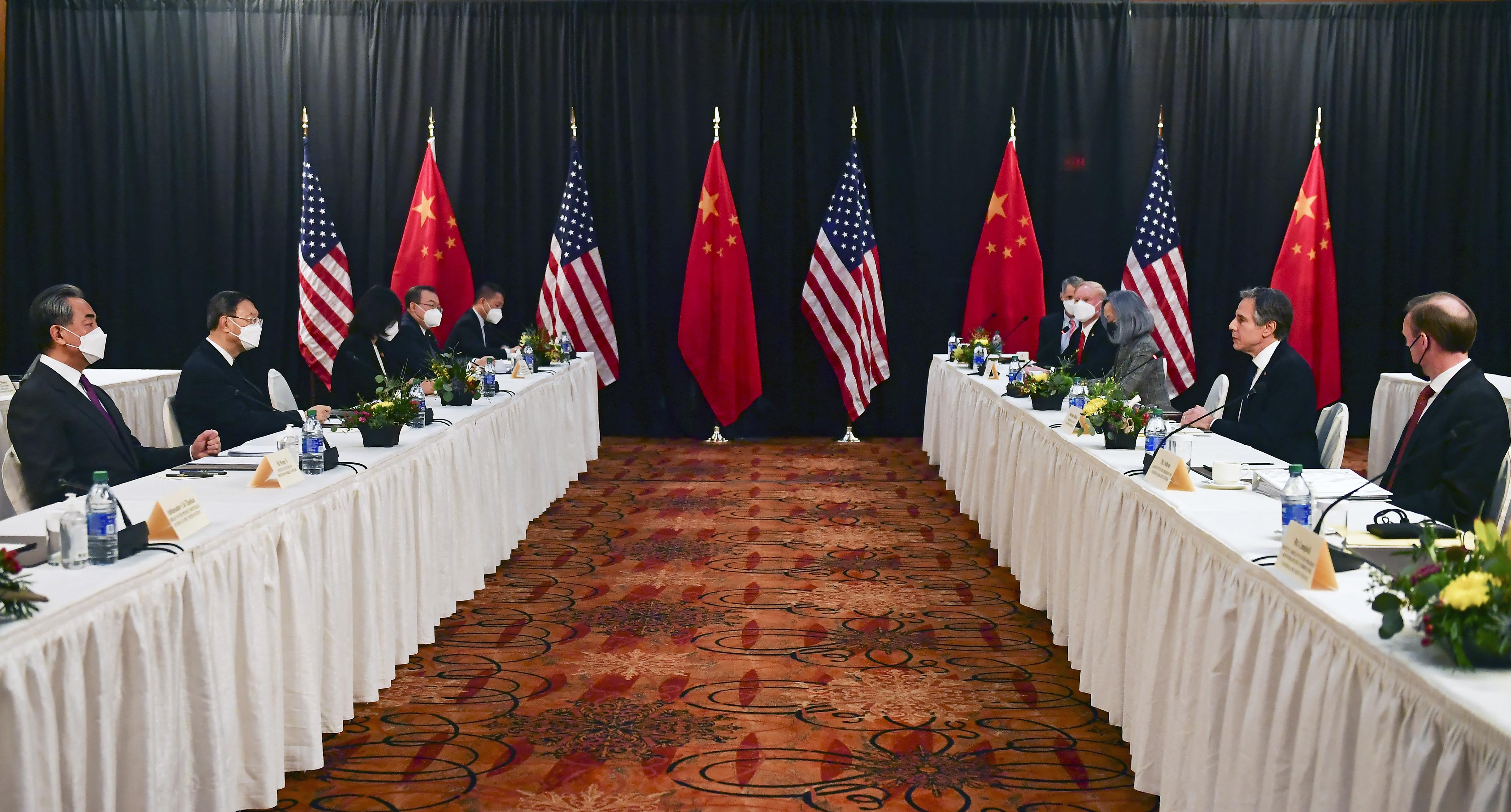 Fagyos hangulatban indult az USA-Kína csúcstalálkozó, és nem csak azért, mert Alaszkában tartják