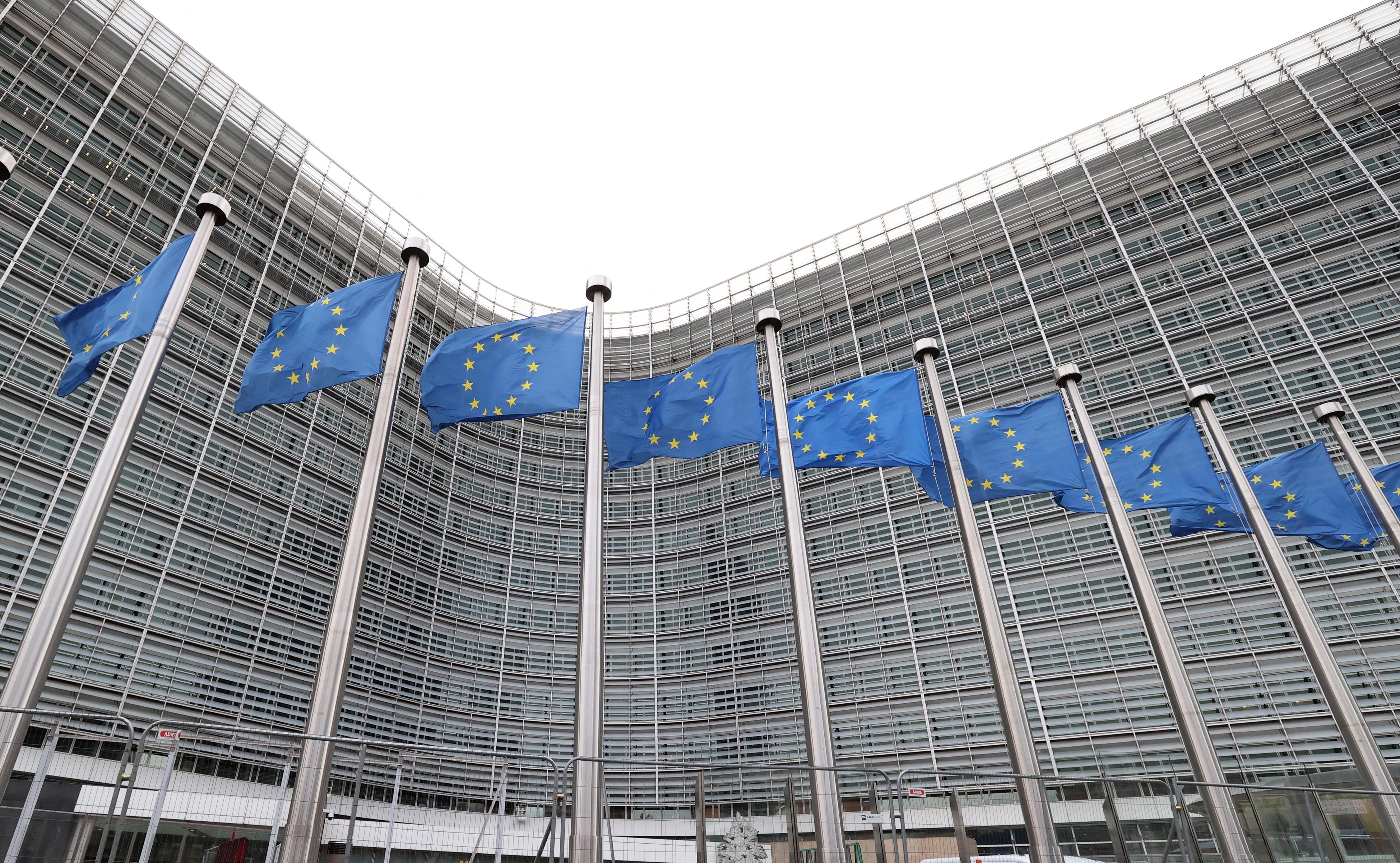 Európai Bizottság: a tagállamok egyénileg kötik meg a gyártócégekkel a konkrét megrendelési szerződéseket